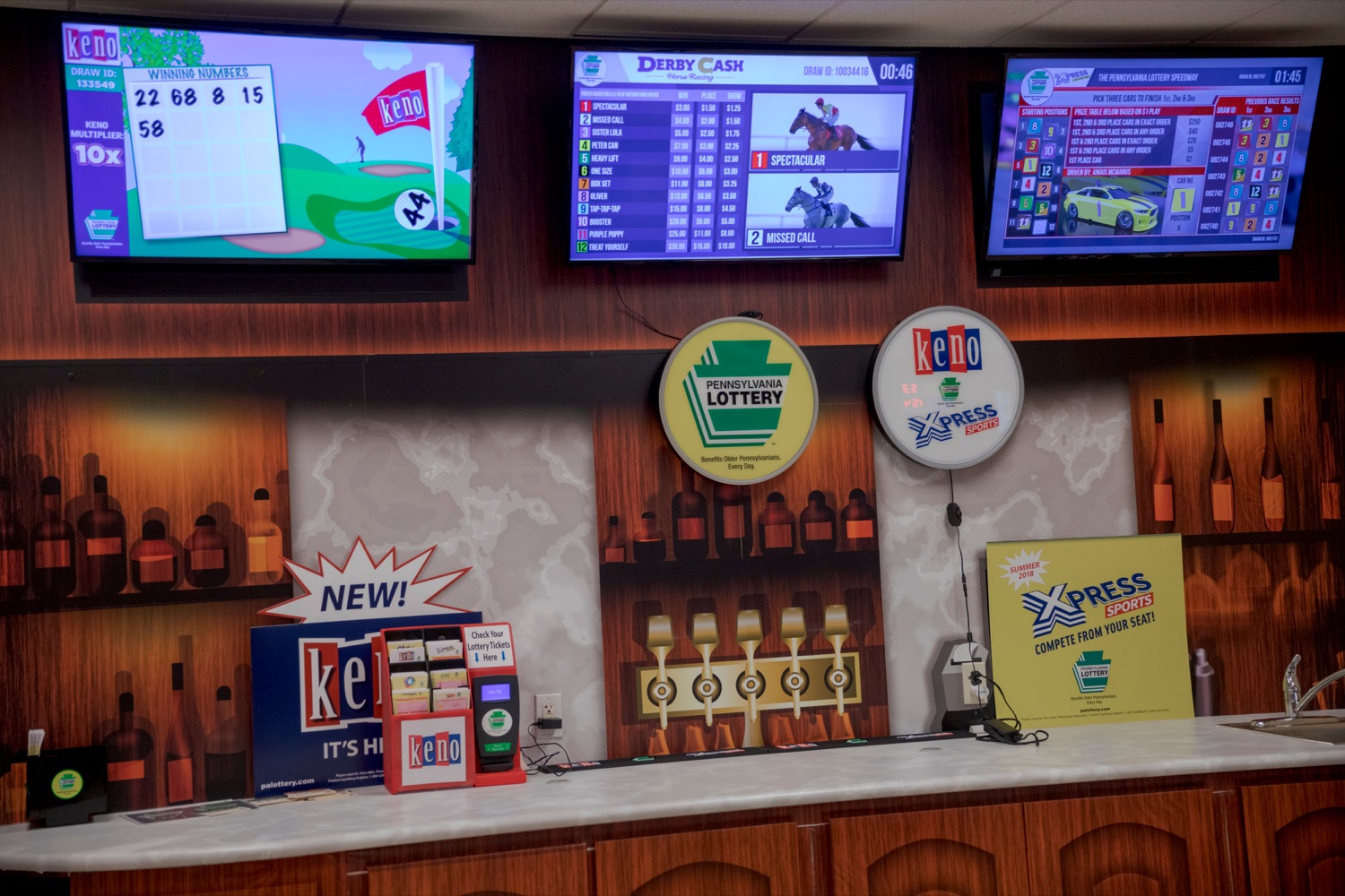 "<a href=""https://filesource.wostreaming.net/commonwealthofpa/photo/17265_Lottery_Derby_Cash_NK_003.JPG"" target=""_blank"">⇣ Download Photo<br></a>The Pennsylvania Lottery today launched Derby Cash Horse Racing, a new and highly anticipated virtual horse racing game that will have players on the edge of their seats. Every five minutes, players have the chance to win up to $800,000 on a $1 play. Purchases can be made anywhere Lottery games are sold and races can be watched at nearly 2,000 of the Lotterys retailers, mainly at bars and restaurants."
