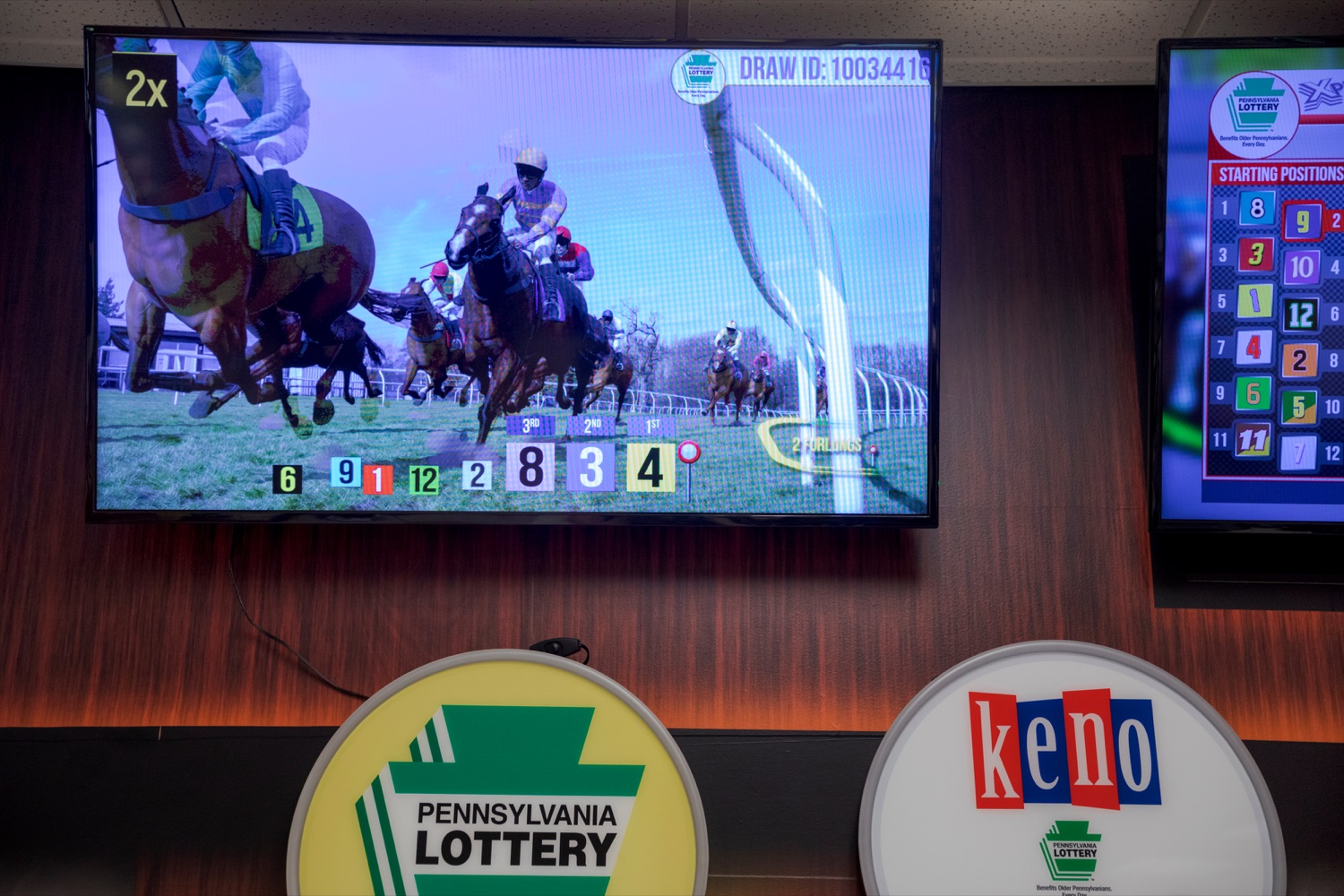 "<a href=""https://filesource.wostreaming.net/commonwealthofpa/photo/17265_Lottery_Derby_Cash_NK_004.JPG"" target=""_blank"">⇣ Download Photo<br></a>The Pennsylvania Lottery today launched Derby Cash Horse Racing, a new and highly anticipated virtual horse racing game that will have players on the edge of their seats. Every five minutes, players have the chance to win up to $800,000 on a $1 play. Purchases can be made anywhere Lottery games are sold and races can be watched at nearly 2,000 of the Lotterys retailers, mainly at bars and restaurants."