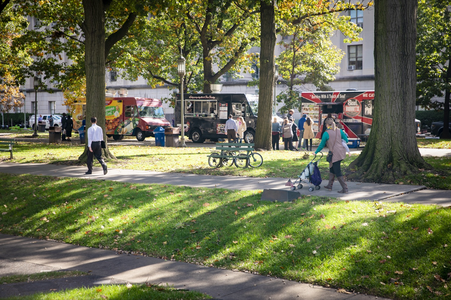 """<a href=""""https://filesource.wostreaming.net/commonwealthofpa/photo/17449_DGS_DRIVE_ELECTRIC_CZ_16.JPG"""" target=""""_blank"""">⇣Download Photo<br></a>Food trucks serve healthy meals to members of the public during a Ride & Drive Event at the Capitol Complex on October 23, 2019."""