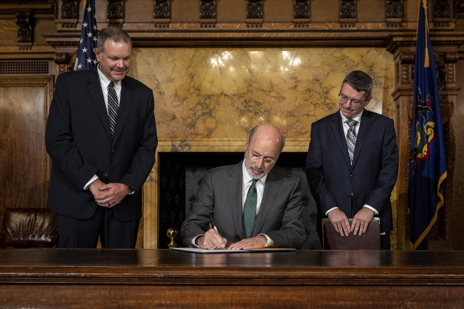 "<a href=""https://filesource.wostreaming.net/commonwealthofpa/photo/17469_GOV_ClimateChange_DE_001.jpg"" target=""_blank"">⇣ Download Photo<br></a>Governor Wolf Takes Executive Action to Combat Climate Change, Carbon Emissions"