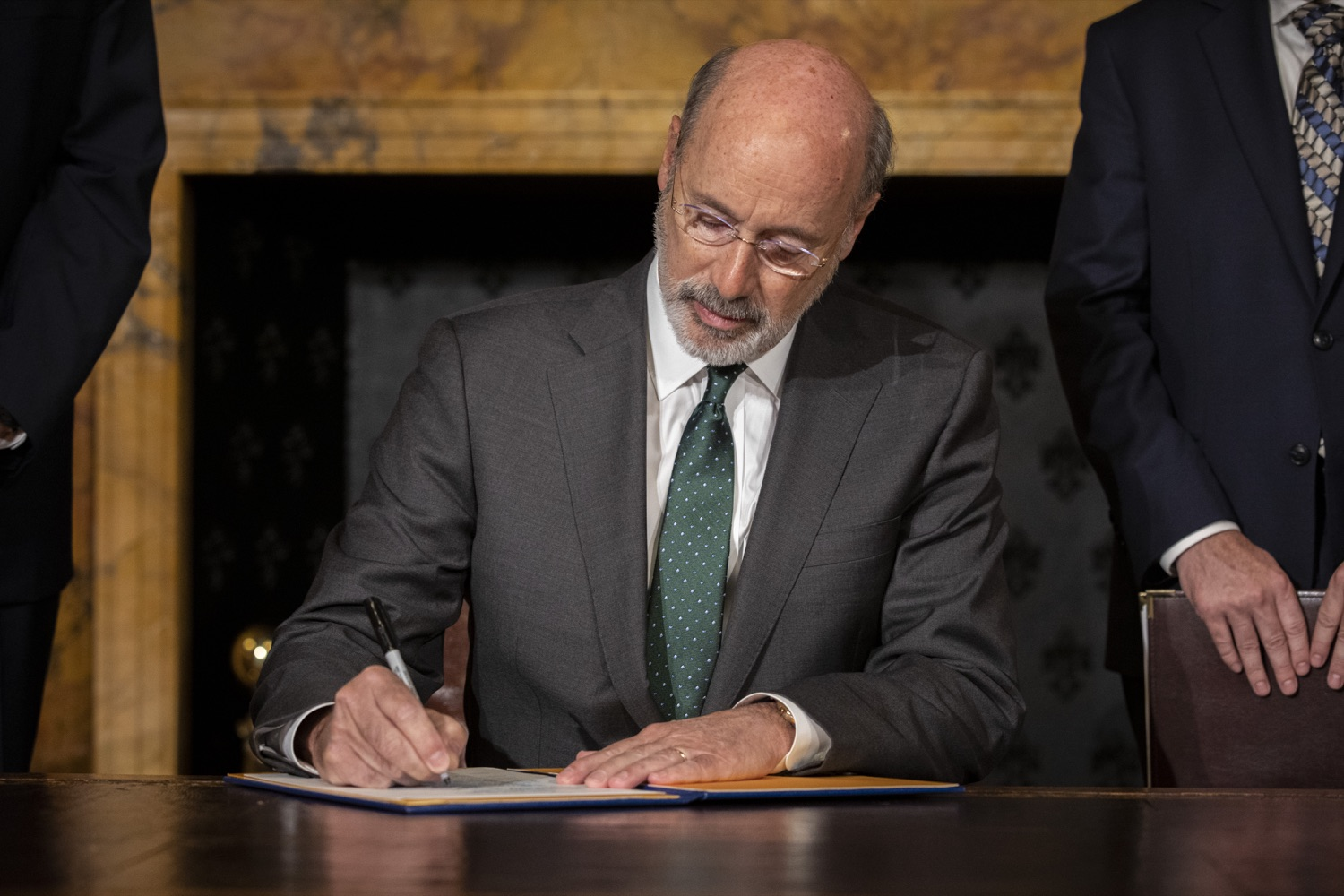 "<a href=""https://filesource.wostreaming.net/commonwealthofpa/photo/17469_GOV_ClimateChange_DE_002.jpg"" target=""_blank"">⇣ Download Photo<br></a>Governor Wolf Takes Executive Action to Combat Climate Change, Carbon Emissions"