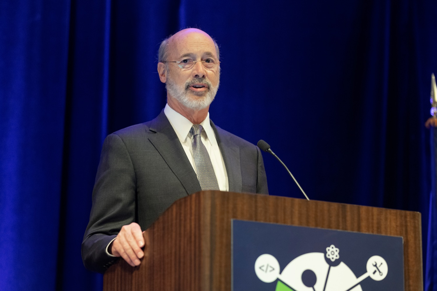 "<a href=""https://filesource.wostreaming.net/commonwealthofpa/photo/17520_LandI_Apprenticeships_NK_011.JPG"" target=""_blank"">⇣ Download Photo<br></a>Pennsylvania Governor Tom Wolf speaks during the 2019 Pennsylvania Apprenticeship Summit at Hershey Lodge on Thursday, October 31, 2019."