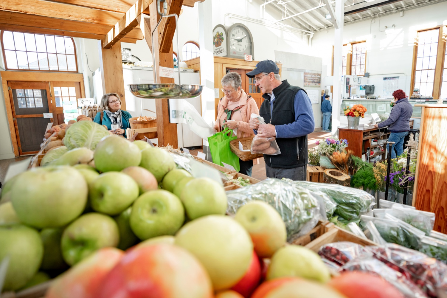 """<a href=""""https://filesource.wostreaming.net/commonwealthofpa/photo/17546_AGRIC_Buy_Local_NK_004.JPG"""" target=""""_blank"""">⇣Download Photo<br></a>Pennsylvania Department of Agriculture Secretary Russell Redding grocery shops with his wife, Nina, for Thanksgiving dinner at Radish & Rye Food Hub inside Broad Street Market on Thursday, November 21, 2019."""