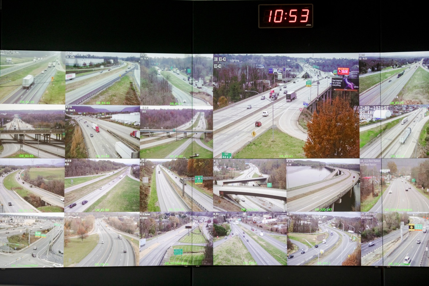 """<a href=""""https://filesource.wostreaming.net/commonwealthofpa/photo/17571_PSP_Thanksgiving_NK_003.JPG"""" target=""""_blank"""">⇣Download Photo<br></a>The PennDOT Regional Traffic Management Center at the Pennsylvania Emergency Management Agency (PEMA) on Monday, November 18, 2019."""