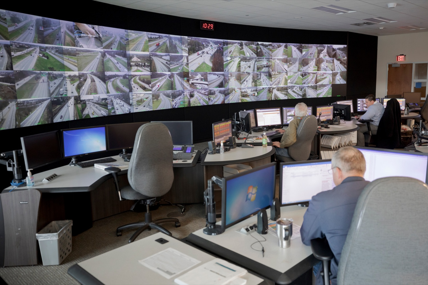 """<a href=""""https://filesource.wostreaming.net/commonwealthofpa/photo/17571_PSP_Thanksgiving_NK_004.JPG"""" target=""""_blank"""">⇣Download Photo<br></a>The PennDOT Regional Traffic Management Center at the Pennsylvania Emergency Management Agency (PEMA) on Monday, November 18, 2019."""