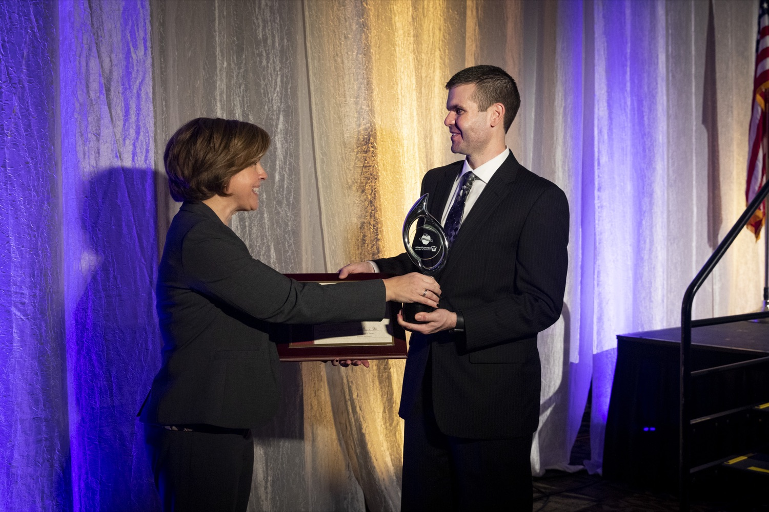"<a href=""https://filesource.wostreaming.net/commonwealthofpa/photo/17584_pde_teacher_award_16.JPG"" target=""_blank"">⇣ Download Photo<br></a>The 2019 Pennsylvania Teacher of the Year Marilyn Pryle passes the award to the 2020 Pennsylvania Teacher of the Year Joseph Welch at the Hershey Lodge in Hershey on December 9, 2019."