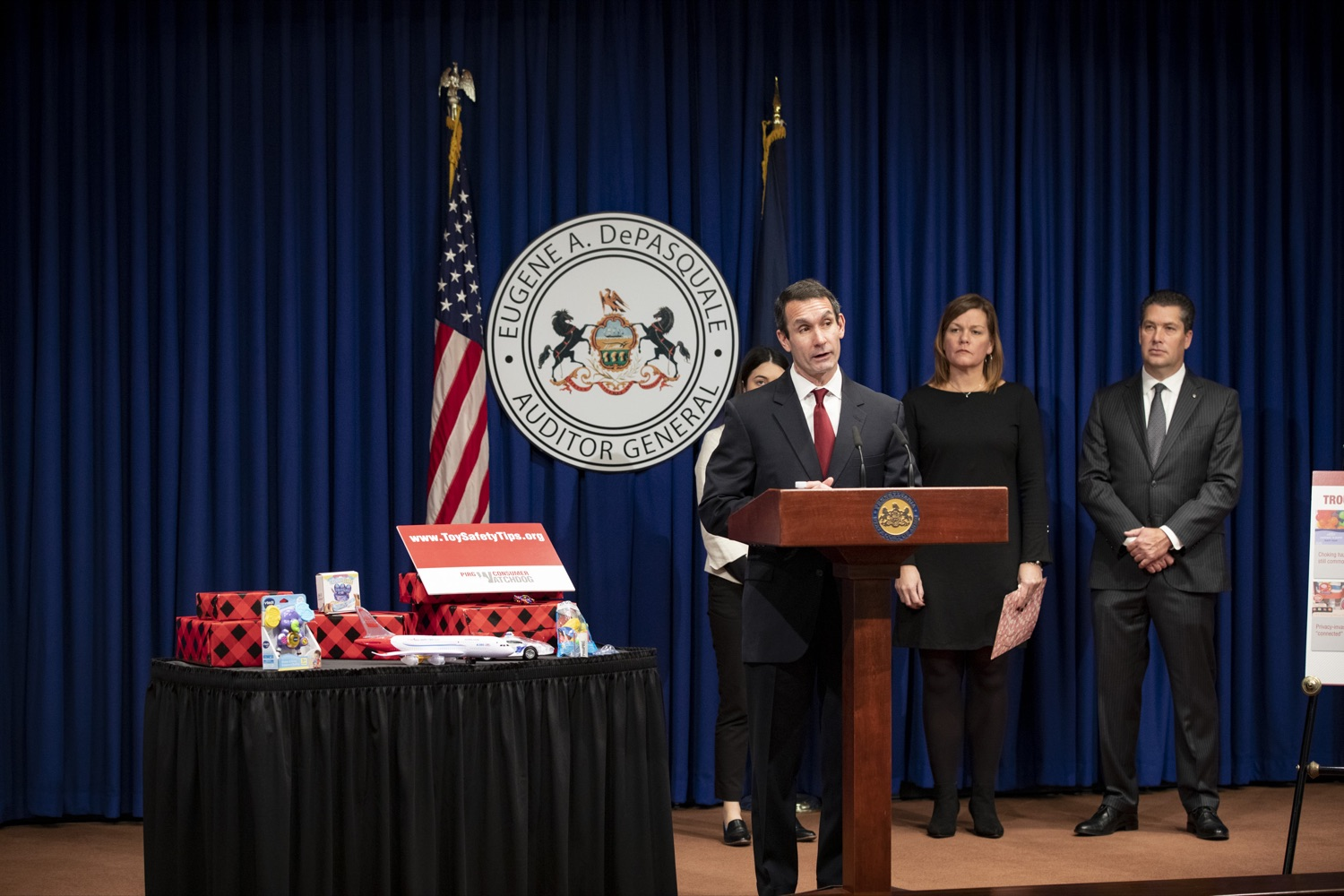 "<a href=""https://filesource.wostreaming.net/commonwealthofpa/photo/17610_AUDGEN_TOY_SAFETY_CZ_07.JPG"" target=""_blank"">⇣ Download Photo<br></a>Auditor General Eugene DePasquale announces the release of the 34th annual Trouble in Toyland report, advising to recall and remove hazardous toys from store shelves, at the Harrisburg Capitol on November 21, 2019."