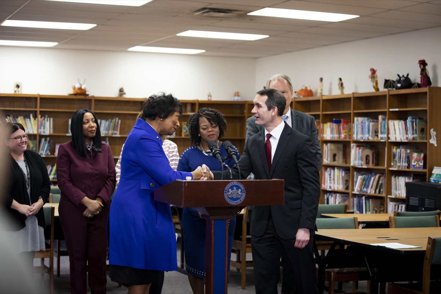 "<a href=""https://filesource.wostreaming.net/commonwealthofpa/photo/17611_AUD_GEN_HBG_AUDIT_UPDATE_CZ_08.JPG"" target=""_blank"">⇣ Download Photo<br></a>Auditor General Eugene DePasquale greets Harrisburg School District Receiver Janet C. Samuels at Foose Elementary, in Harrisburg on November 25, 2019."