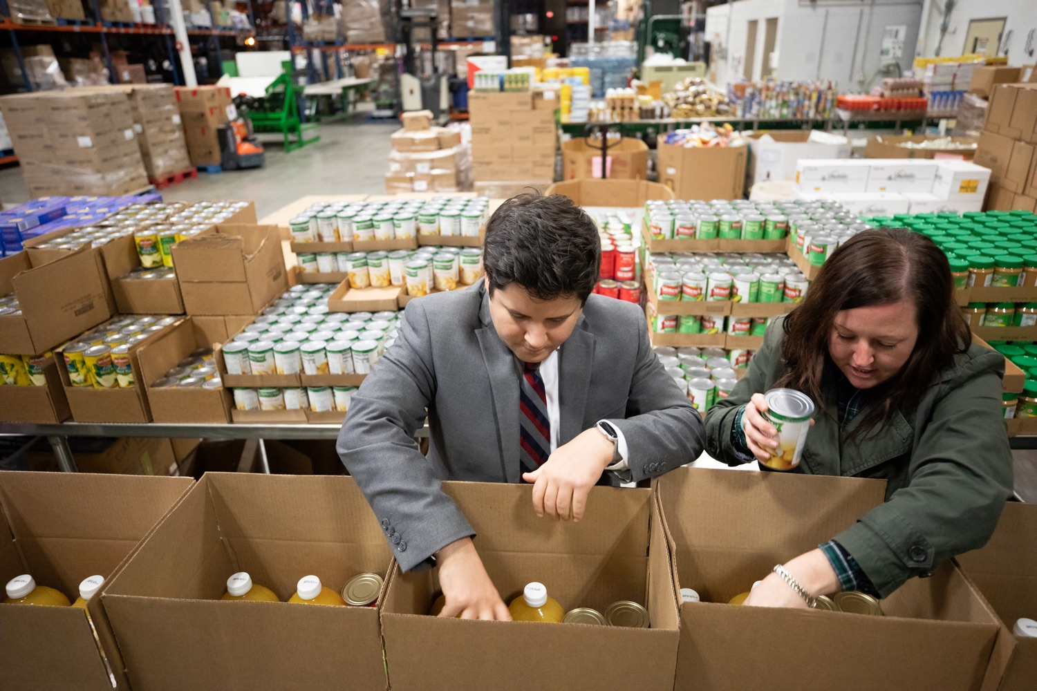 "<a href=""https://filesource.wostreaming.net/commonwealthofpa/photo/17632_gov_foodbank_volunteering_dz_014.jpg"" target=""_blank"">⇣ Download Photo<br></a>Members of Governor Tom Wolfs office loading boxes of food at the Central Pennsylvania Food Bank.  The governor and first lady visit the Central Pennsylvania Food Bank in Harrisburg to participate in a volunteer project, packing boxes of food for veterans and their families. Ahead of Thanksgiving and the holiday season, Governor Tom Wolf and First Lady Frances Wolf are reminding Pennsylvanians of the importance of helping each other. Harrisburg, PA  Tuesday November 26, 2019"