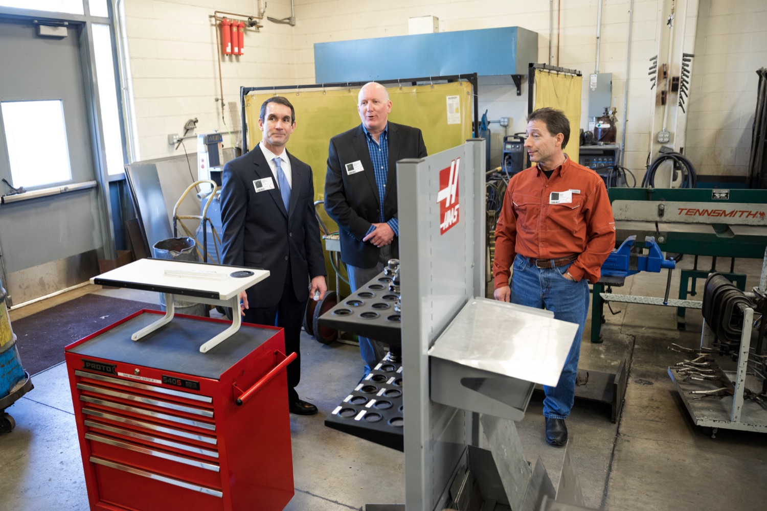 """<a href=""""https://filesource.wostreaming.net/commonwealthofpa/photo/17719_AUD_GEN_Tech_School_NK_006.JPG"""" target=""""_blank"""">⇣Download Photo<br></a>Auditor General Eugene DePasquale talks with Kerry Zettlemoyer, of Iron Workers Local 404, center, and Pete Deimler, of Heat and Frost Insulators Local 23, during a tour of Dauphin County Technical School on Wednesday, January 15, 2020."""