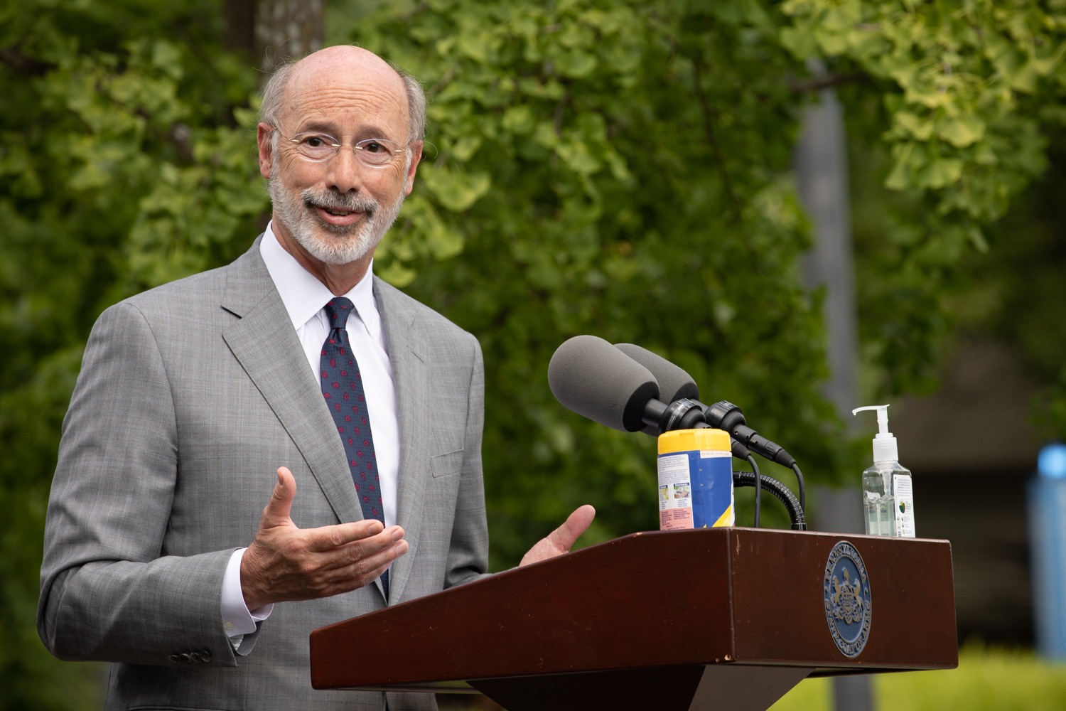 """<a href=""""https://filesource.wostreaming.net/commonwealthofpa/photo/18093_gov-healthcare_workers_dz_01.jpg"""" target=""""_blank"""">⇣Download Photo<br></a>Pennsylvania Governor Tom Wolf answering questions from the press during his visit to Milton S. Hershey Medical Center. As the commonwealth continues its measured, phased reopening and COVID-19 case counts continue to decline, Governor Tom Wolf visited Penn State Milton S. Hershey Medical Center today to thank staff and learn more about how the facility is handling the pandemic and preparing for a possible resurgence in the fall.  Harrisburg, PA  June 24, 2020"""