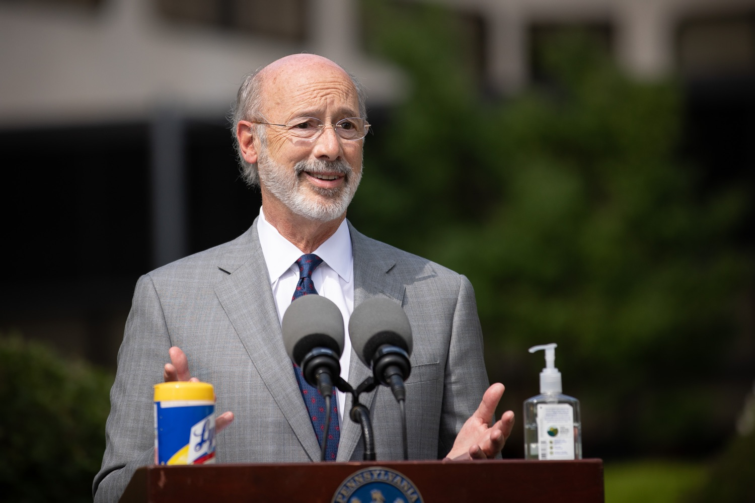 """<a href=""""https://filesource.wostreaming.net/commonwealthofpa/photo/18093_gov-healthcare_workers_dz_02.jpg"""" target=""""_blank"""">⇣Download Photo<br></a>Pennsylvania Governor Tom Wolf answering questions from the press during his visit to Milton S. Hershey Medical Center. As the commonwealth continues its measured, phased reopening and COVID-19 case counts continue to decline, Governor Tom Wolf visited Penn State Milton S. Hershey Medical Center today to thank staff and learn more about how the facility is handling the pandemic and preparing for a possible resurgence in the fall.  Harrisburg, PA  June 24, 2020"""
