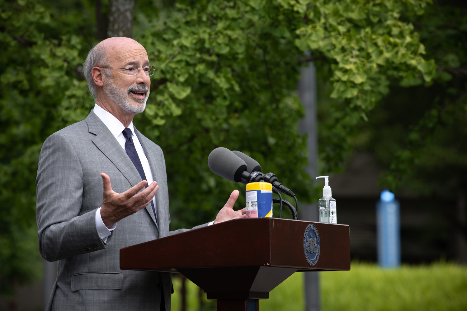 "<a href=""https://filesource.wostreaming.net/commonwealthofpa/photo/18093_gov-healthcare_workers_dz_14.jpg"" target=""_blank"">⇣ Download Photo<br></a>Pennsylvania Governor Tom Wolf answering questions from the press during his visit to Milton S. Hershey Medical Center. As the commonwealth continues its measured, phased reopening and COVID-19 case counts continue to decline, Governor Tom Wolf visited Penn State Milton S. Hershey Medical Center today to thank staff and learn more about how the facility is handling the pandemic and preparing for a possible resurgence in the fall.  Harrisburg, PA  June 24, 2020"