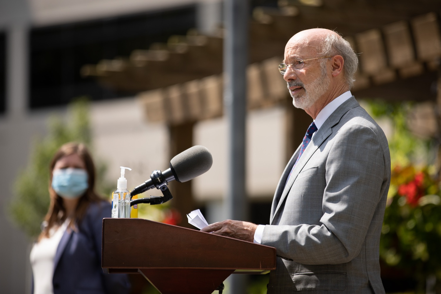 """<a href=""""https://filesource.wostreaming.net/commonwealthofpa/photo/18093_gov-healthcare_workers_dz_16.jpg"""" target=""""_blank"""">⇣Download Photo<br></a>Pennsylvania Governor Tom Wolf speaking during his visit to Milton S. Hershey Medical Center. As the commonwealth continues its measured, phased reopening and COVID-19 case counts continue to decline, Governor Tom Wolf visited Penn State Milton S. Hershey Medical Center today to thank staff and learn more about how the facility is handling the pandemic and preparing for a possible resurgence in the fall.  Harrisburg, PA  June 24, 2020"""