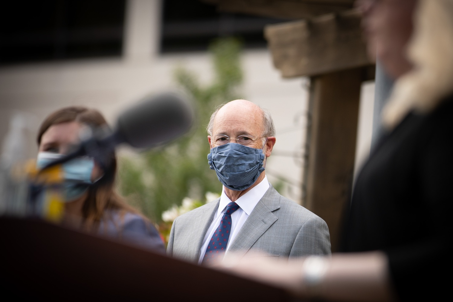 """<a href=""""https://filesource.wostreaming.net/commonwealthofpa/photo/18093_gov-healthcare_workers_dz_17.jpg"""" target=""""_blank"""">⇣Download Photo<br></a>Pennsylvania Governor Tom Wolf listening to speakers during his visit to Milton S. Hershey Medical Center.  As the commonwealth continues its measured, phased reopening and COVID-19 case counts continue to decline, Governor Tom Wolf visited Penn State Milton S. Hershey Medical Center today to thank staff and learn more about how the facility is handling the pandemic and preparing for a possible resurgence in the fall.  Harrisburg, PA  June 24, 2020"""