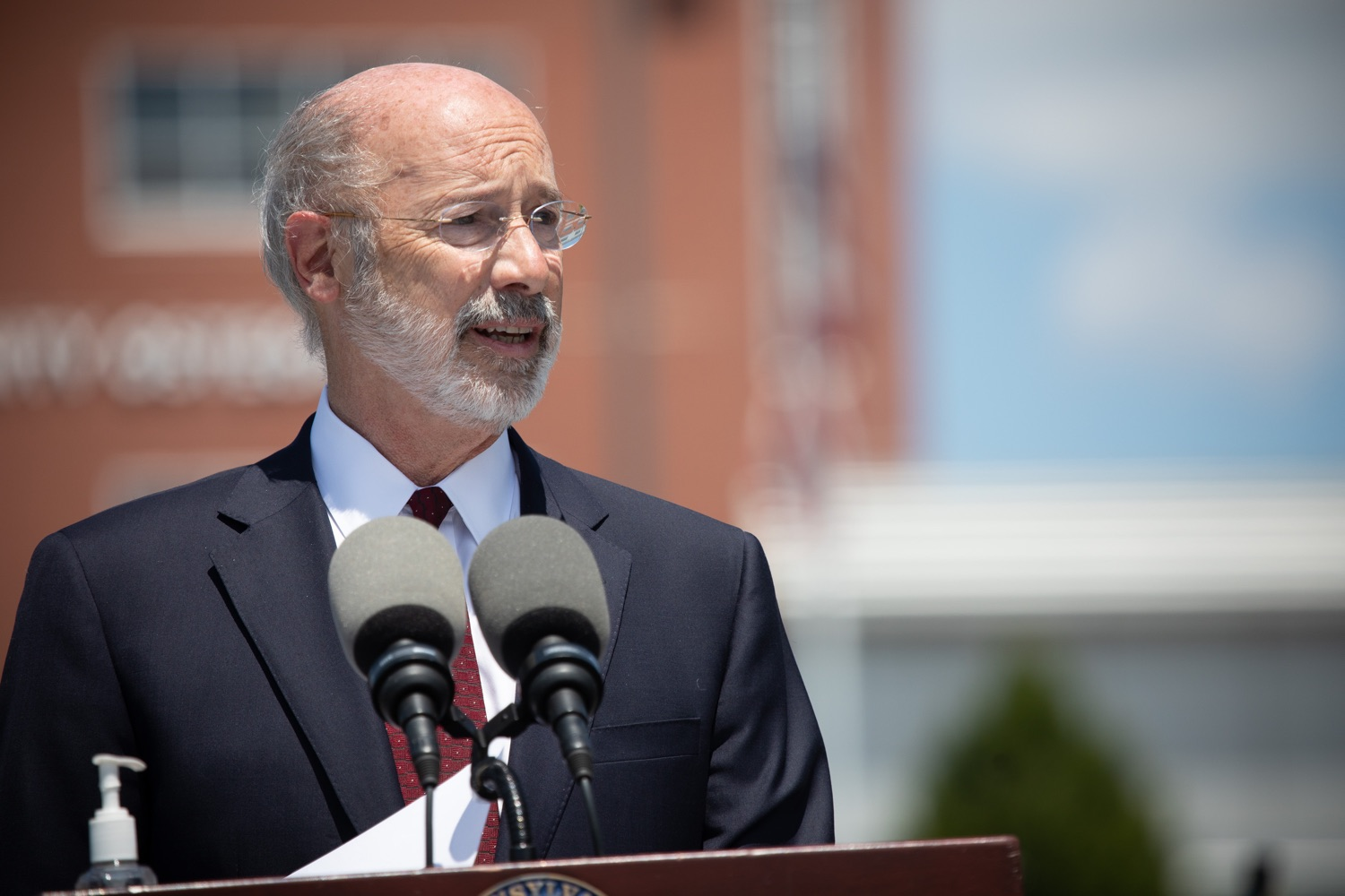 "<a href=""https://filesource.wostreaming.net/commonwealthofpa/photo/18101_gov_healthcare_dz_09.jpg"" target=""_blank"">⇣ Download Photo<br></a>Pennsylvania Governor Tom Wolf answering questions from the press at UPMC Pinnacle Community Osteopathic.As health care professionals work the front lines of the COVID-19 pandemic and the commonwealth continues to emphasize the importance of mask-wearing and social distancing to protect all, Governor Tom Wolf today visited UPMC Pinnacle Community Osteopathic Hospital in Harrisburg to thank staff and stress why mask-wearing is a necessary requirement to fight the spread of COVID-19.    Harrisburg, PA  June 29, 2020"
