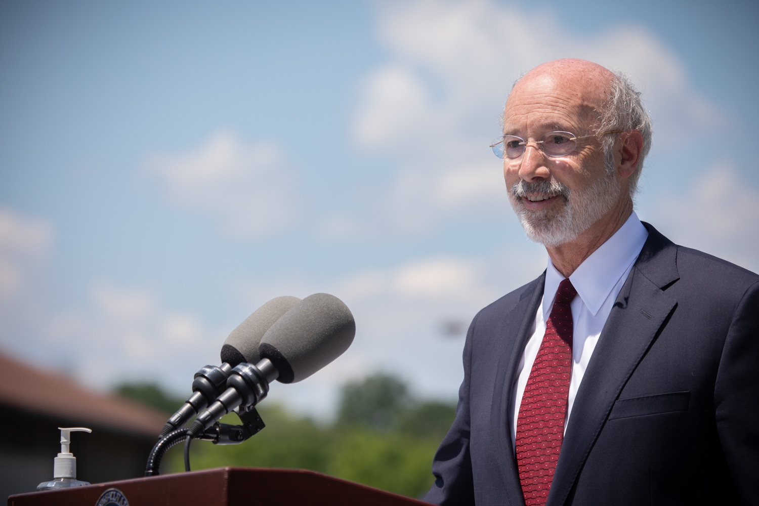 "<a href=""https://filesource.wostreaming.net/commonwealthofpa/photo/18101_gov_healthcare_dz_19.jpg"" target=""_blank"">⇣ Download Photo<br></a>Pennsylvania Governor Tom Wolf answering questions from the press at UPMC Pinnacle Community Osteopathic.As health care professionals work the front lines of the COVID-19 pandemic and the commonwealth continues to emphasize the importance of mask-wearing and social distancing to protect all, Governor Tom Wolf today visited UPMC Pinnacle Community Osteopathic Hospital in Harrisburg to thank staff and stress why mask-wearing is a necessary requirement to fight the spread of COVID-19.    Harrisburg, PA  June 29, 2020"