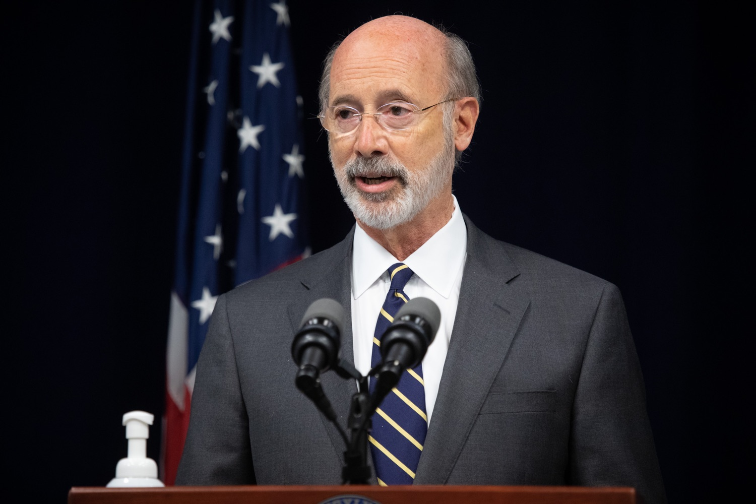 "<a href=""https://filesource.wostreaming.net/commonwealthofpa/photo/18141_gov_sb637_bill_signing_dz_10.jpg"" target=""_blank"">⇣ Download Photo<br></a>Pennsylvania Governor Tom Wolf speaking with the press.  Building on his criminal justice reforms and fulfilling a recommendation to modernize job licensing, Governor Tom Wolf today signed Senate Bill 637, which removes outdated licensing barriers so skilled workers with criminal records can get a second chance and start good careers. The governor has advocated for sweeping changes to the licensing process for years. Harrisburg, PA  July 1, 2020"