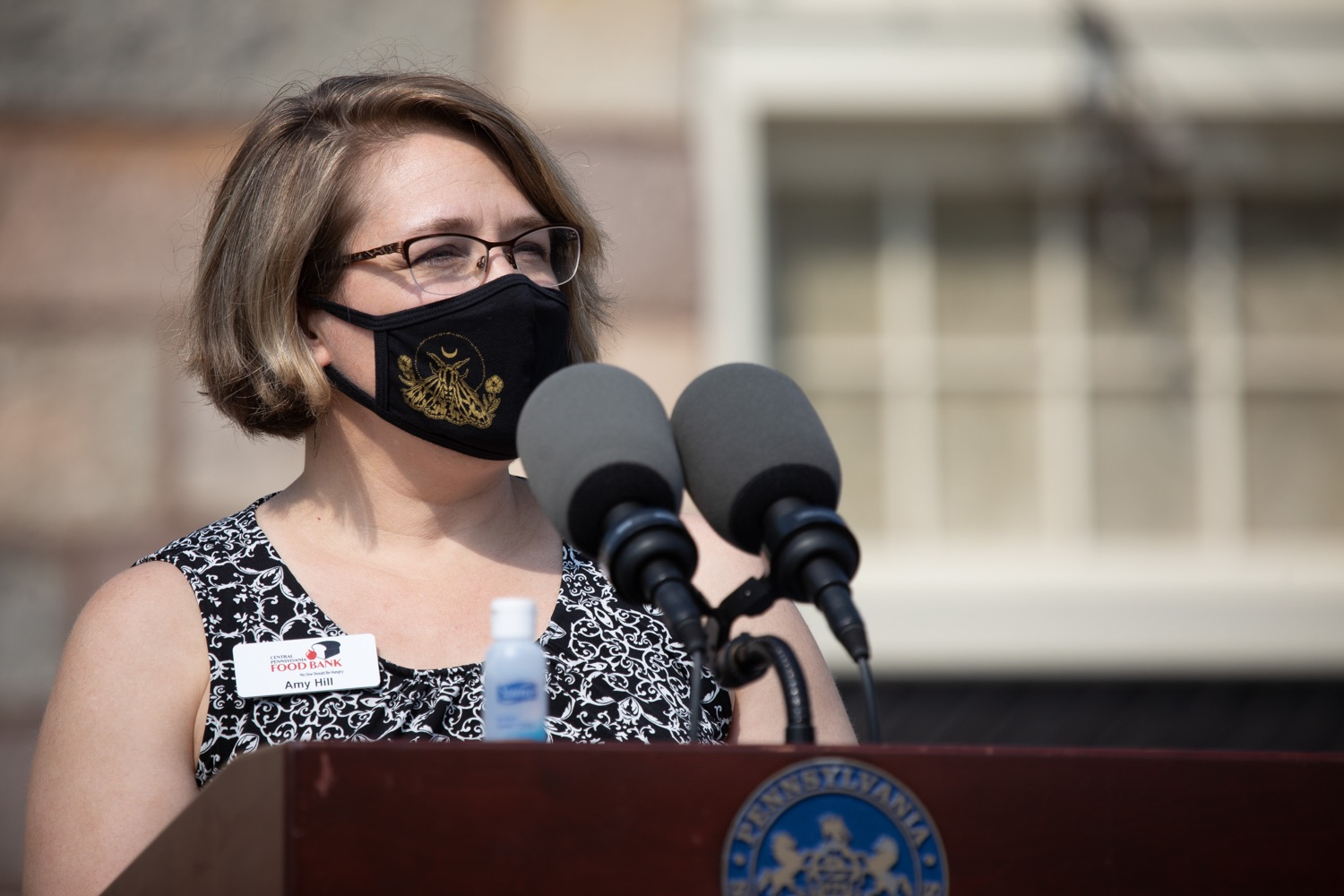 """<a href=""""https://filesource.wostreaming.net/commonwealthofpa/photo/18155_gov_freshFood_dz_012.jpg"""" target=""""_blank"""">⇣Download Photo<br></a>Amy Hill of the Central Pennsylvania Food Bank speaking outside of the Broad Street Market.  Governor Tom Wolf today announced that $10 million is now available for Pennsylvania businesses that have worked to maintain access to fresh, healthy food throughout the COVID-19 pandemic.  Harrisburg, PA  July 9, 2020"""