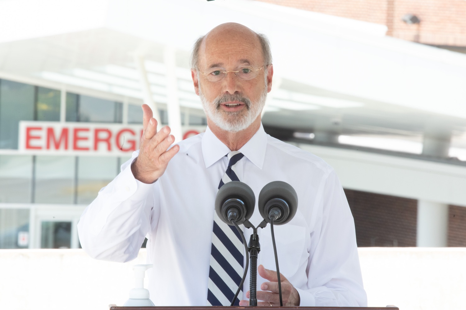 """<a href=""""https://filesource.wostreaming.net/commonwealthofpa/photo/18173_gov_wellspan_hospital_dz_01.jpg"""" target=""""_blank"""">⇣Download Photo<br></a>Pennsylvania governor Tom Wolf speaking to the press. With a recent rise in COVID cases and subsequent additional targeted mitigation efforts put in place, Governor Tom Wolf today visited WellSpan York Hospital to thank staff and emphasize why mask-wearing and social distancing are necessary and effective to fight the spread of COVID-19.  Harrisburg, PA  July 21, 2020"""