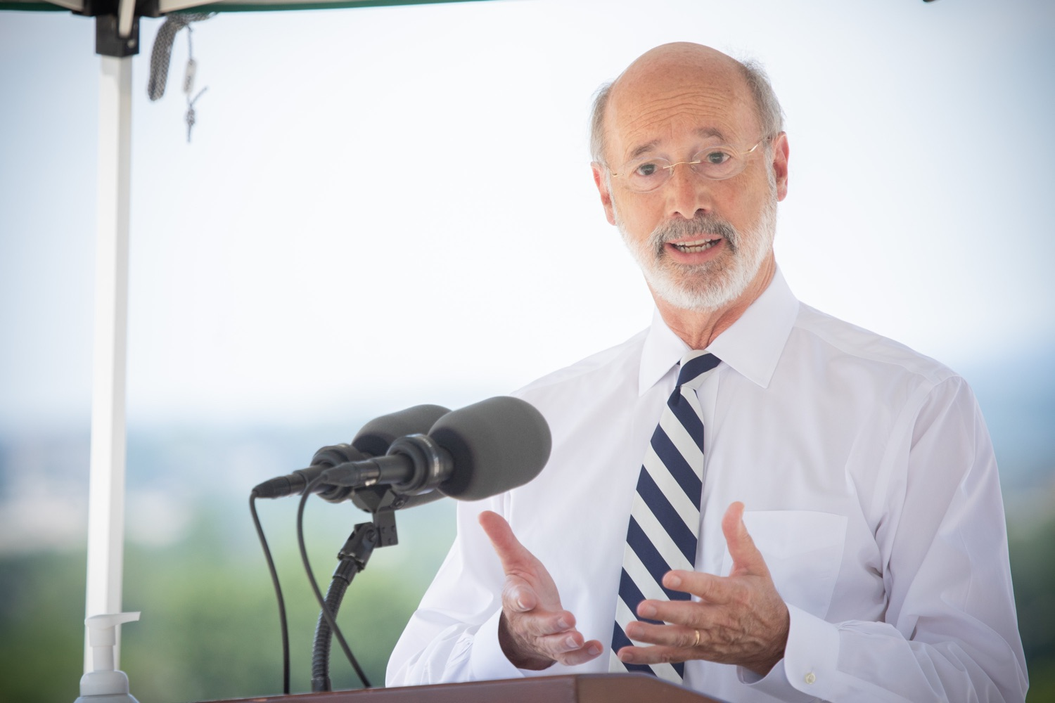 """<a href=""""https://filesource.wostreaming.net/commonwealthofpa/photo/18173_gov_wellspan_hospital_dz_02.jpg"""" target=""""_blank"""">⇣Download Photo<br></a>Pennsylvania governor Tom Wolf speaking to the press.  With a recent rise in COVID cases and subsequent additional targeted mitigation efforts put in place, Governor Tom Wolf today visited WellSpan York Hospital to thank staff and emphasize why mask-wearing and social distancing are necessary and effective to fight the spread of COVID-19.  Harrisburg, PA  July 21, 2020"""