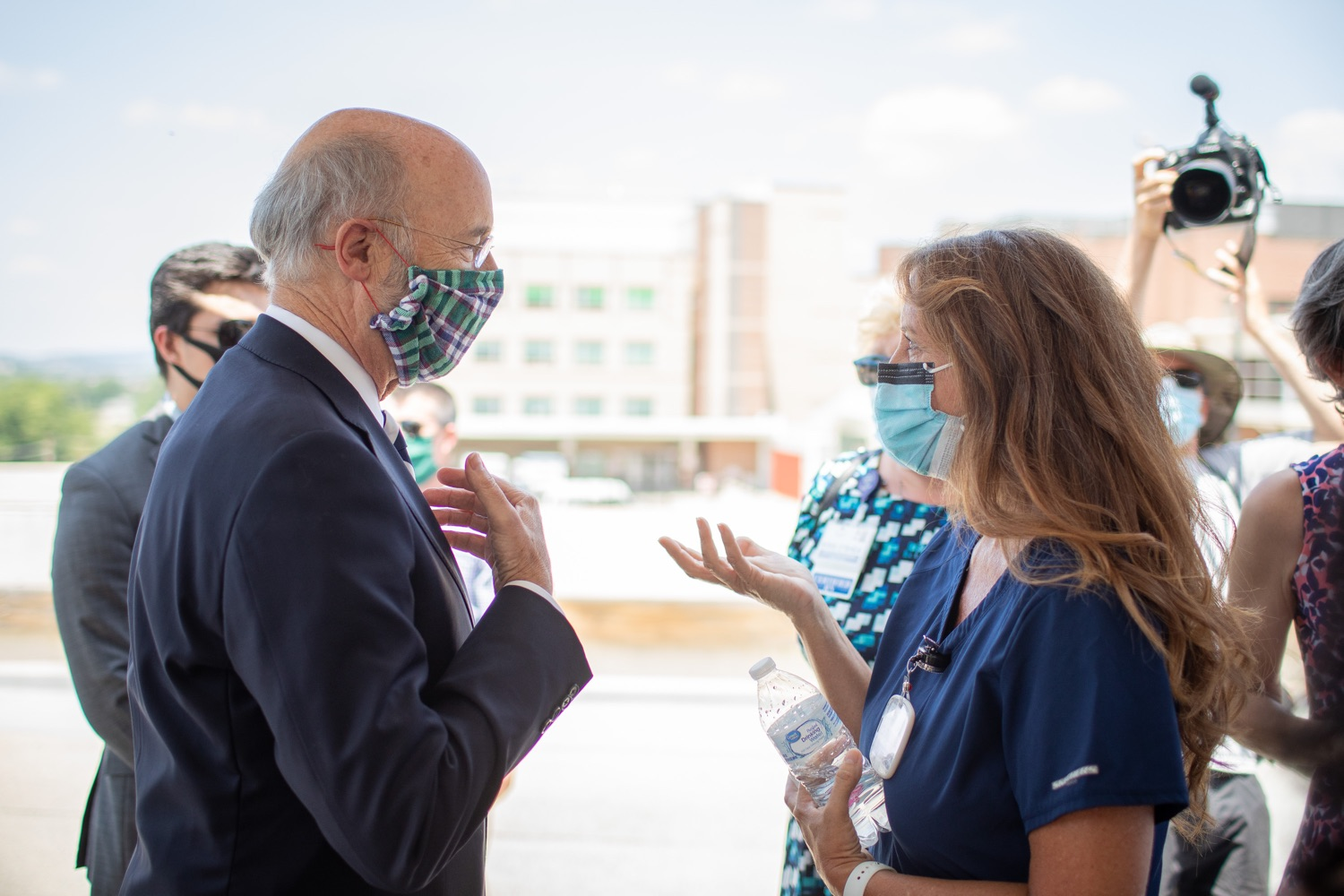 """<a href=""""https://filesource.wostreaming.net/commonwealthofpa/photo/18173_gov_wellspan_hospital_dz_03.jpg"""" target=""""_blank"""">⇣Download Photo<br></a>Pennsylvania governor Tom Wolf visiting with hospital staff and visitors.  With a recent rise in COVID cases and subsequent additional targeted mitigation efforts put in place, Governor Tom Wolf today visited WellSpan York Hospital to thank staff and emphasize why mask-wearing and social distancing are necessary and effective to fight the spread of COVID-19.  Harrisburg, PA  July 21, 2020"""