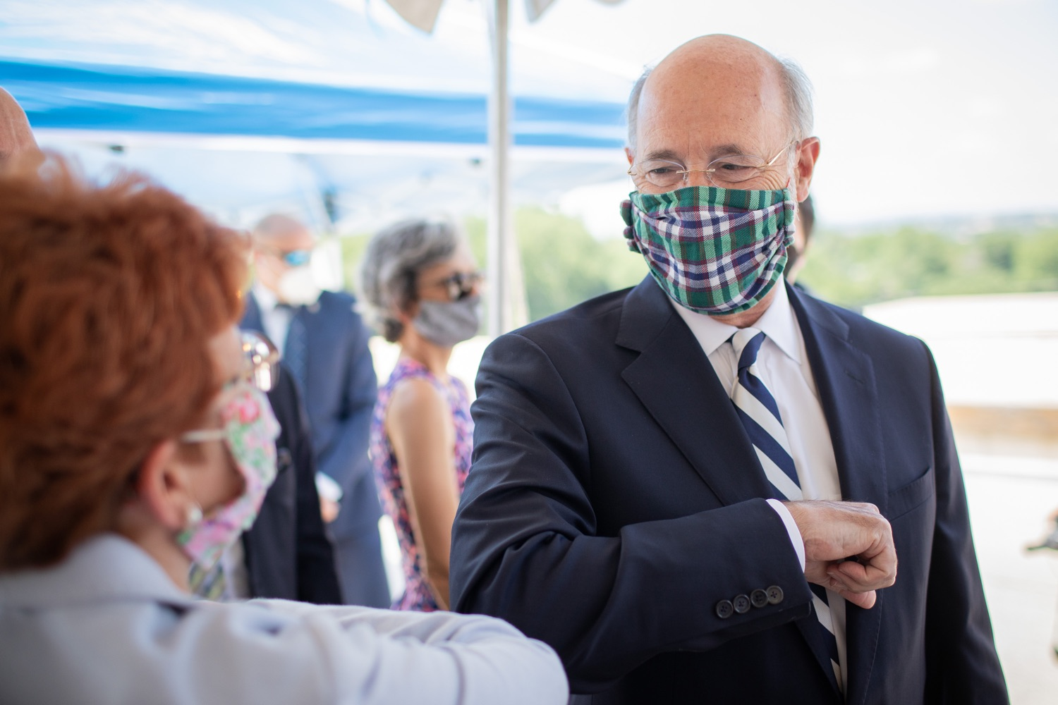 """<a href=""""https://filesource.wostreaming.net/commonwealthofpa/photo/18173_gov_wellspan_hospital_dz_06.jpg"""" target=""""_blank"""">⇣Download Photo<br></a>Pennsylvania governor Tom Wolf visiting with hospital staff and visitors.  With a recent rise in COVID cases and subsequent additional targeted mitigation efforts put in place, Governor Tom Wolf today visited WellSpan York Hospital to thank staff and emphasize why mask-wearing and social distancing are necessary and effective to fight the spread of COVID-19.  Harrisburg, PA  July 21, 2020"""
