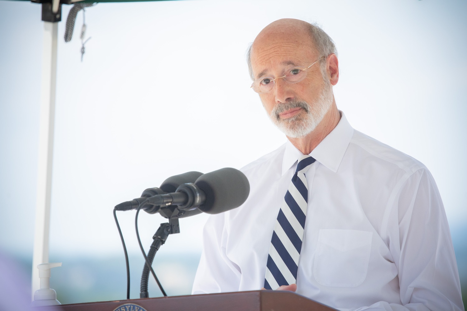 """<a href=""""https://filesource.wostreaming.net/commonwealthofpa/photo/18173_gov_wellspan_hospital_dz_07.jpg"""" target=""""_blank"""">⇣Download Photo<br></a>Pennsylvania governor Tom Wolf speaking to the press.  With a recent rise in COVID cases and subsequent additional targeted mitigation efforts put in place, Governor Tom Wolf today visited WellSpan York Hospital to thank staff and emphasize why mask-wearing and social distancing are necessary and effective to fight the spread of COVID-19.  Harrisburg, PA  July 21, 2020"""