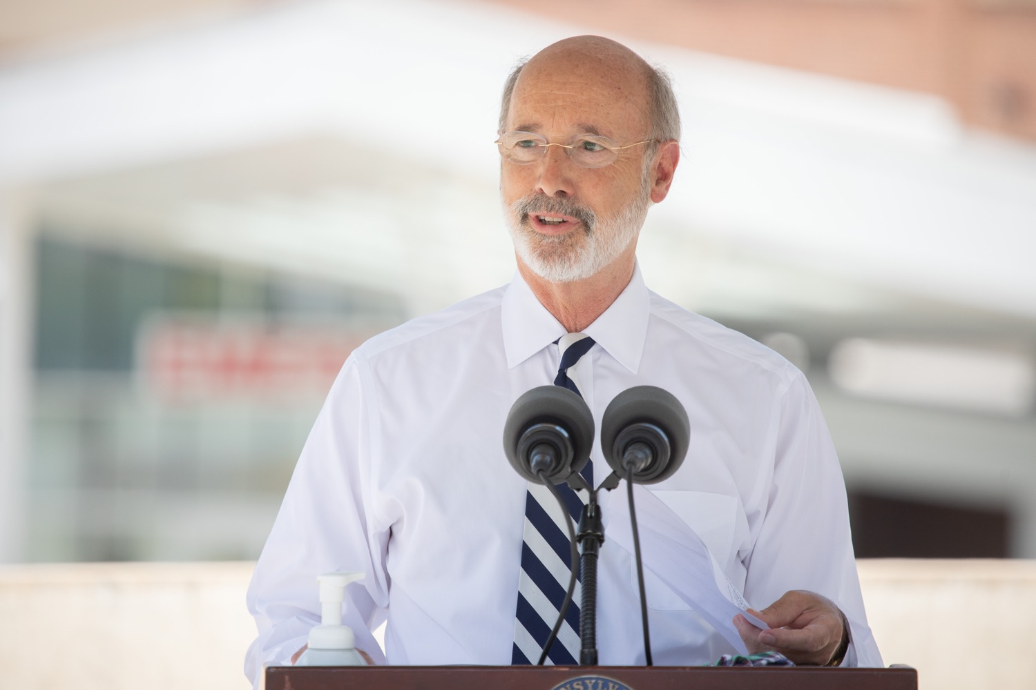 """<a href=""""https://filesource.wostreaming.net/commonwealthofpa/photo/18173_gov_wellspan_hospital_dz_12.jpg"""" target=""""_blank"""">⇣Download Photo<br></a>Pennsylvania governor Tom Wolf speaking to the press.  With a recent rise in COVID cases and subsequent additional targeted mitigation efforts put in place, Governor Tom Wolf today visited WellSpan York Hospital to thank staff and emphasize why mask-wearing and social distancing are necessary and effective to fight the spread of COVID-19.  Harrisburg, PA  July 21, 2020"""