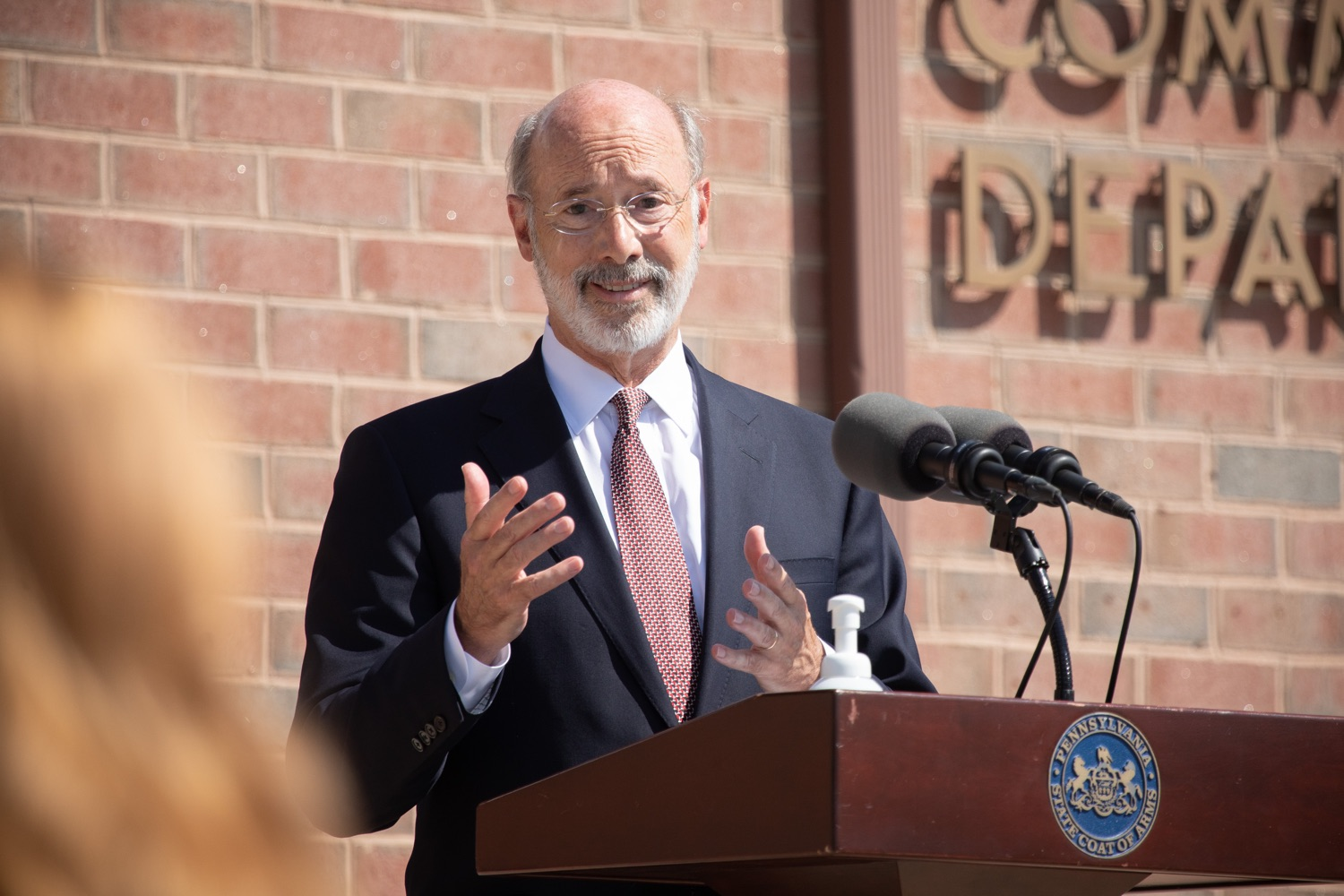 """<a href=""""https://filesource.wostreaming.net/commonwealthofpa/photo/18184_gov_CareerLink17.JPG"""" target=""""_blank"""">⇣Download Photo<br></a>Pennsylvania governor Tom Wolf speaking with the press at the event.  Governor Tom Wolf today visited the PA CareerLink York County to highlight the virtual services available to people looking for work and employers seeking qualified candidates. The governor also urged Republicans in Congress to extend the Federal Pandemic Unemployment Compensation program that provides an extra $600 a week to people receiving unemployment compensation. The federal program ended July 25.  Harrisburg, PA  July 28, 2020"""