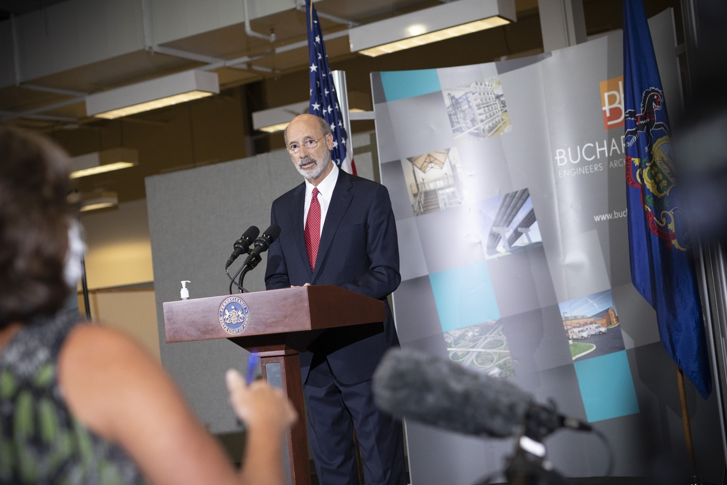 "<a href=""https://filesource.wostreaming.net/commonwealthofpa/photo/18250_gov_covidFunding_dz_013.jpg"" target=""_blank"">⇣ Download Photo<br></a>Pennsylvania Governor Tom Wolf speaking to the press.  As small businesses continue to feel an economic impact of the COVID-19 public health crisis, Governor Tom Wolf today called on the General Assembly to provide additional funding to support these businesses. The governor was joined by the York County Economic Alliance, local elected officials and business advocates.  York, PA  September 10, 2020"