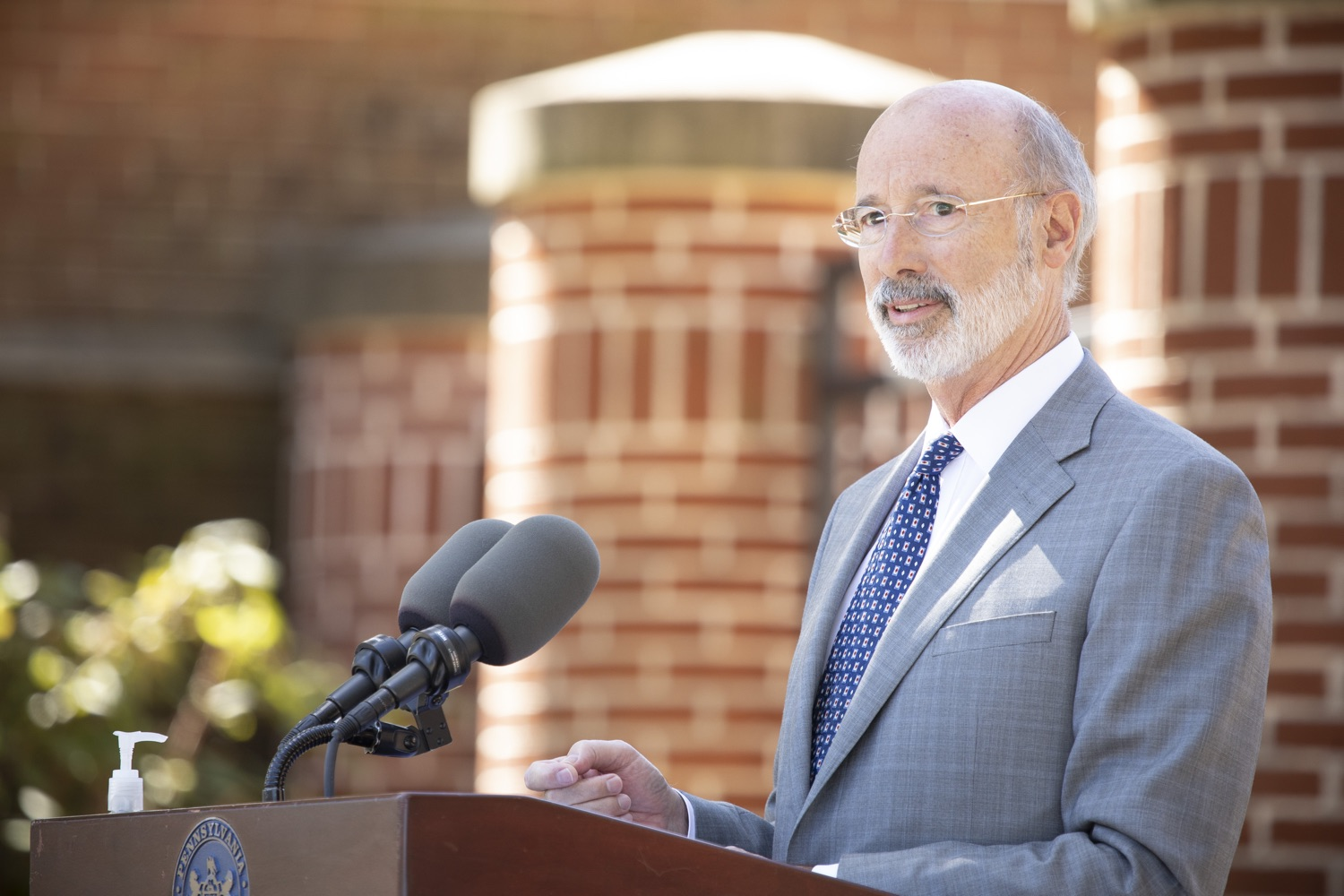 "<a href=""https://filesource.wostreaming.net/commonwealthofpa/photo/18306_gov_aca_dz_009.jpg"" target=""_blank"">⇣ Download Photo<br></a>Pennsylvania Governor Tom Wolf speaking with the press.  Governor Tom Wolf today amplified his call to protect the ACA and provide health care for all amid threats as the US Senate Judiciary Committee hearings to confirm conservative Judge Amy Coney Barrett to the Supreme Court begin next week and the pandemic ramps up across the country. York, PA  October 8, 2020"