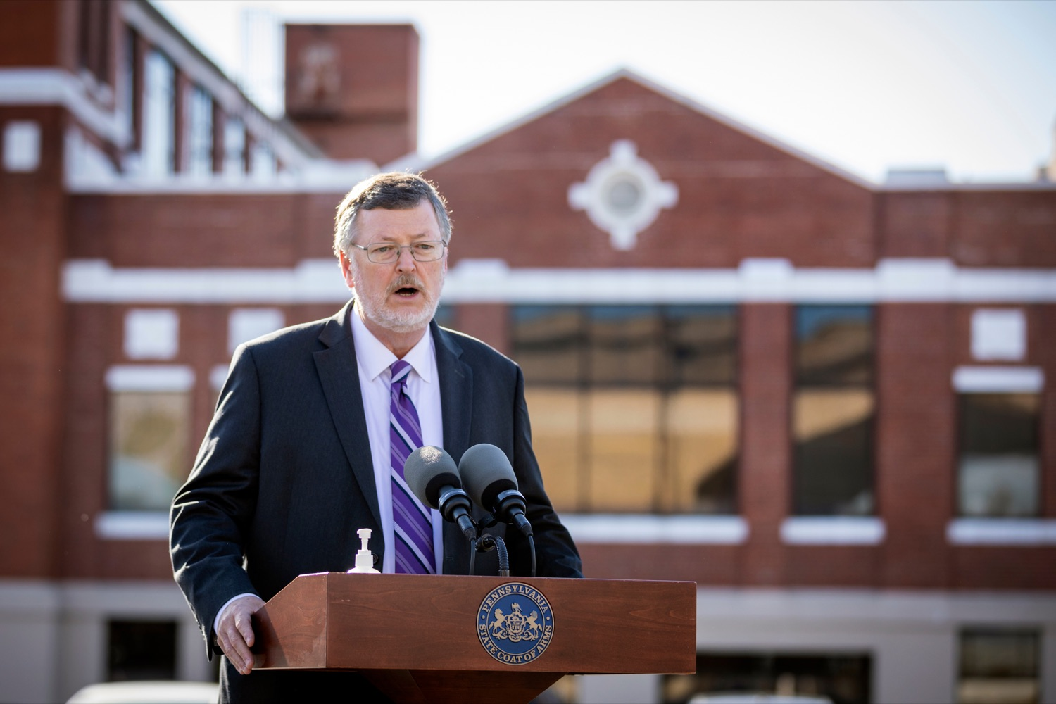 """<a href=""""https://filesource.wostreaming.net/commonwealthofpa/photo/18317_LI_CareerLink_NK_003.jpg"""" target=""""_blank"""">⇣Download Photo<br></a>Labor & Industry Secretary Jerry Oleksiak speaks during a press conference, which announced a redesigned PA CareerLink® website, outside of Pa CareerLink Capitol Region on Wednesday, October 14, 2020."""