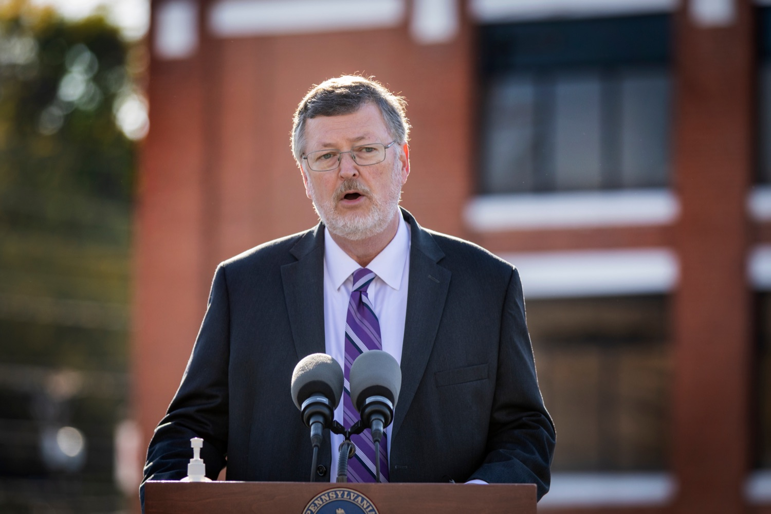 """<a href=""""https://filesource.wostreaming.net/commonwealthofpa/photo/18317_LI_CareerLink_NK_007.jpg"""" target=""""_blank"""">⇣Download Photo<br></a>Labor & Industry Secretary Jerry Oleksiak speaks during a press conference, which announced a redesigned PA CareerLink® website, outside of Pa CareerLink Capitol Region on Wednesday, October 14, 2020."""