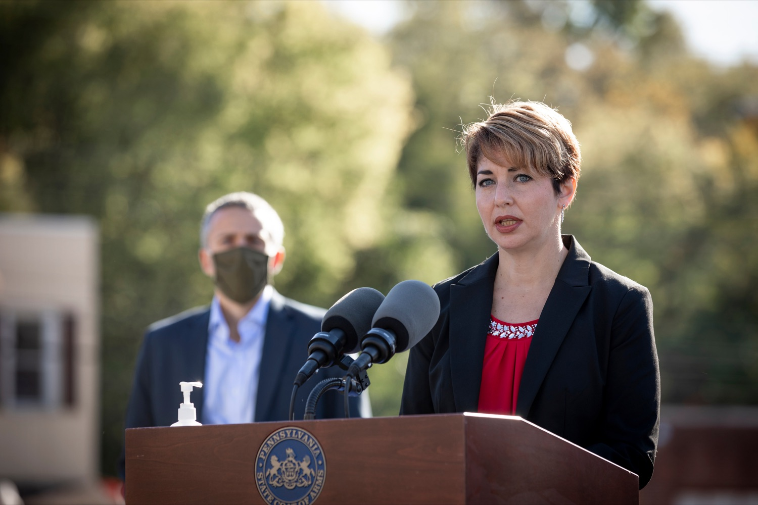 """<a href=""""https://filesource.wostreaming.net/commonwealthofpa/photo/18317_LI_CareerLink_NK_009.jpg"""" target=""""_blank"""">⇣Download Photo<br></a>Christine Roggenbaum, of Equus Workforce Solutions, speaks during a press conference, which announced a redesigned PA CareerLink® website, outside of Pa CareerLink Capitol Region on Wednesday, October 14, 2020."""