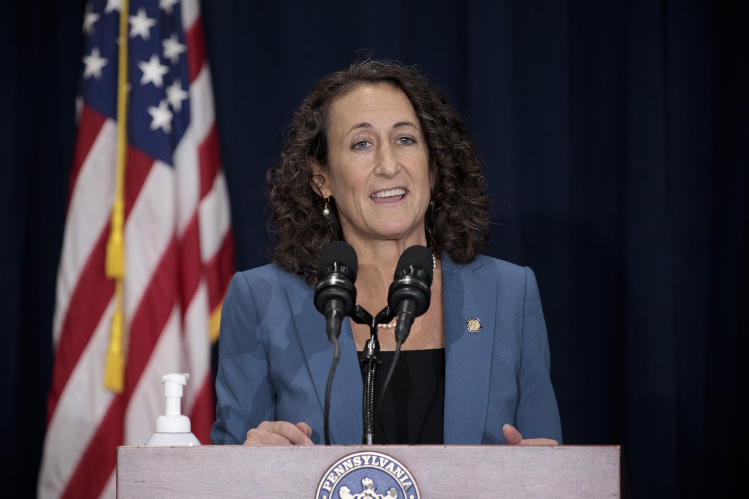 """<a href=""""https://filesource.wostreaming.net/commonwealthofpa/photo/18380_gov_election_update_dz_003.jpg"""" target=""""_blank"""">⇣Download Photo<br></a>Secretary of State Kathy Boockvar answers questions from the press.  Governor Tom Wolf and Pennsylvania Secretary of State Kathy Boockvar gave an update on the election process in Pennsylvania. NOVEMBER 04, 2020 - HARRISBURG, PA"""