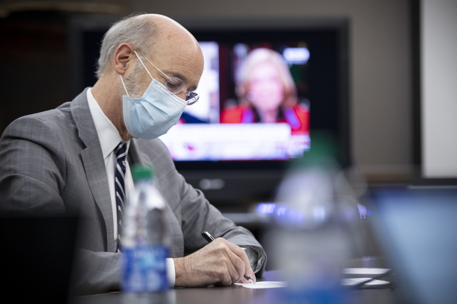 """<a href=""""https://filesource.wostreaming.net/commonwealthofpa/photo/18380_gov_election_update_dz_008.jpg"""" target=""""_blank"""">⇣Download Photo<br></a>Governor Tom Wolf and Secretary of State Kathy Boockvar monitor the election before the press conference.  Governor Tom Wolf and Pennsylvania Secretary of State Kathy Boockvar gave an update on the election process in Pennsylvania. NOVEMBER 04, 2020 - HARRISBURG, PA"""