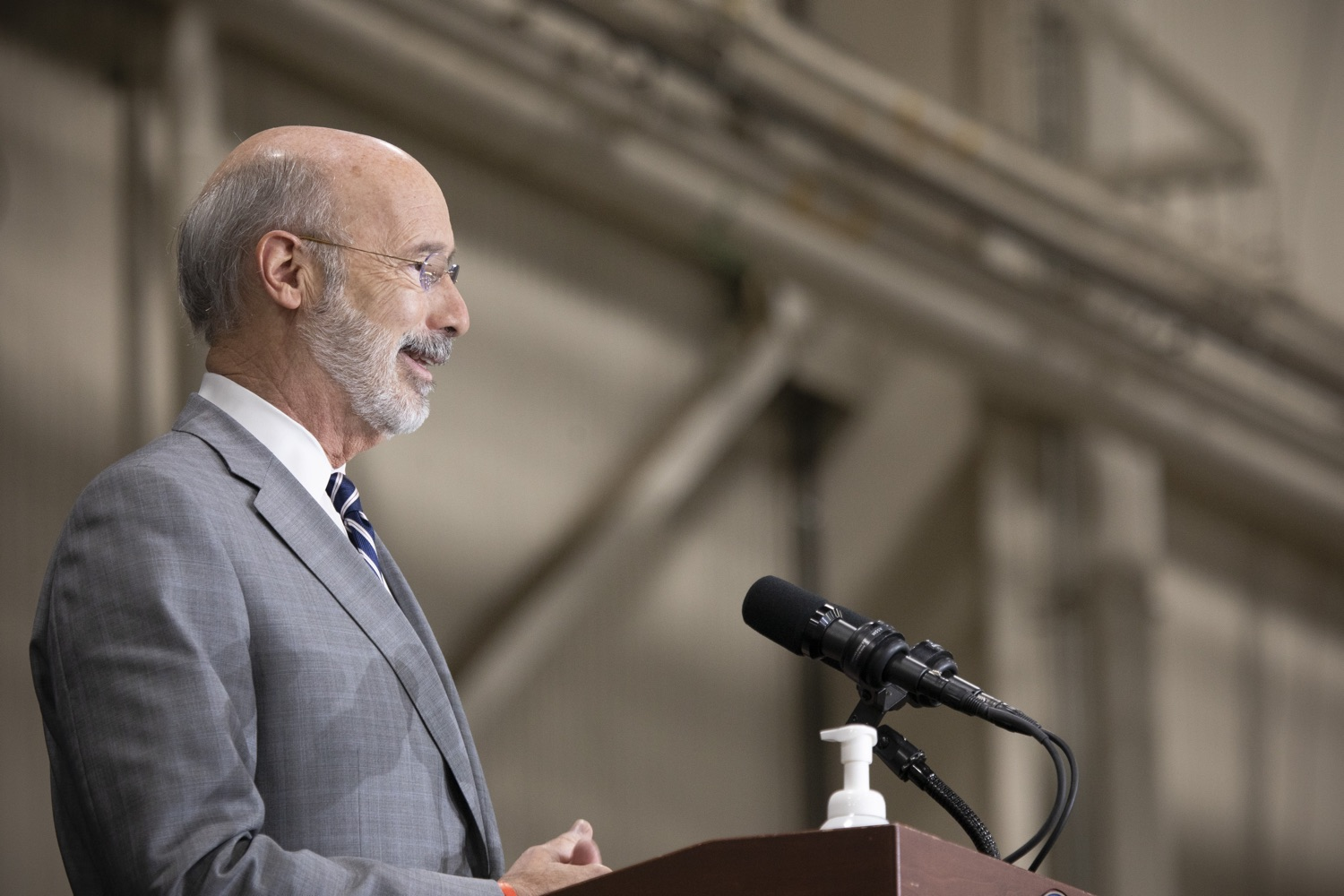 """<a href=""""https://filesource.wostreaming.net/commonwealthofpa/photo/18380_gov_election_update_dz_012.jpg"""" target=""""_blank"""">⇣Download Photo<br></a>Pennsylvania Governor Tom Wolf speaks to the press.  Governor Tom Wolf and Pennsylvania Secretary of State Kathy Boockvar gave an update on the election process in Pennsylvania. NOVEMBER 04, 2020 - HARRISBURG, PA"""