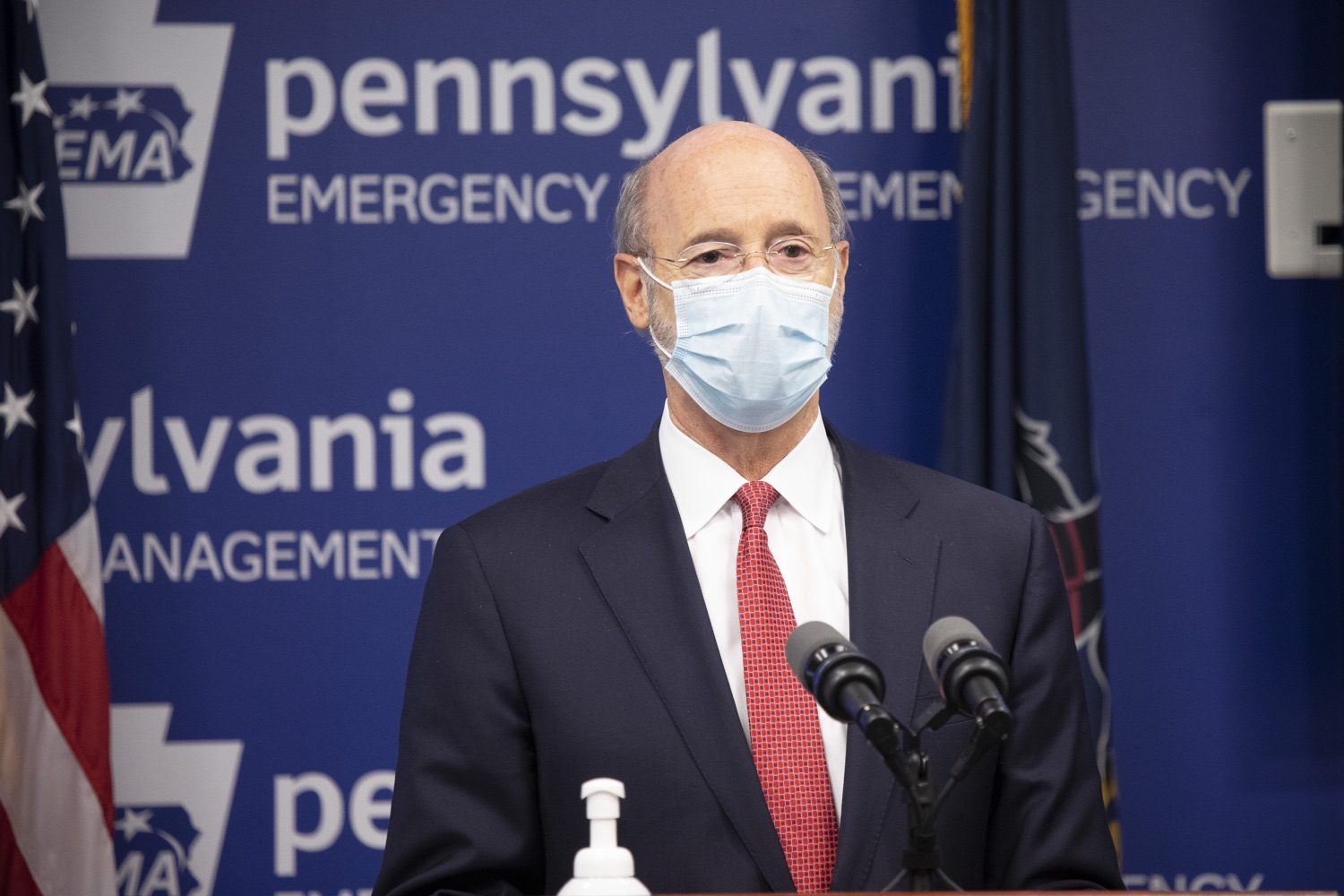 "<a href=""https://filesource.wostreaming.net/commonwealthofpa/photo/18405_gov_covidUpdate_dz_010.jpg"" target=""_blank"">⇣ Download Photo<br></a>Pennsylvania Governor Tom Wolf answers questions from the press.  With new modeling projecting 22,000 new COVID-19 cases per day in Pennsylvania in December, Governor Tom Wolf and Secretary of Health Dr. Rachel Levine today announced new targeted mitigation measures to help stop the spread during this critical time. These include a robust enforcement plan targeted at chronic violators along with an effort to ensure schools are safe and in compliance with COVID safety plans. The administration is also encouraging Pennsylvanians to limit unnecessary travel and stay at home.  Harrisburg, Pa. November 23, 2020"