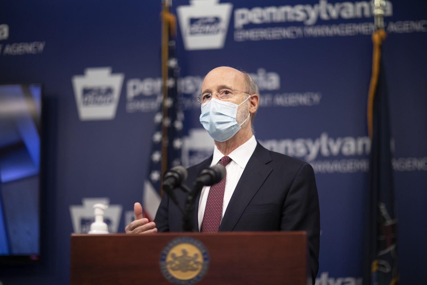 "<a href=""https://filesource.wostreaming.net/commonwealthofpa/photo/18477_gov_covidUpdate_dz_07.jpg"" target=""_blank"">⇣ Download Photo<br></a>Pennsylvania Governor Tom Wolf answers questions from the press.  An orderly, planned distribution of the COVID-19 vaccine is a priority of the Wolf Administration and today, Governor Tom Wolf and Department of Health Secretary Dr. Rachel Levine shared an update on the vaccine, stressing its safety and efficacy. Harrisburg, PA  January 12, 2021"