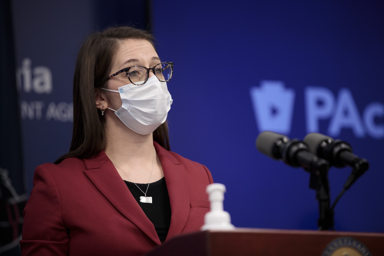 """<a href=""""https://filesource.wostreaming.net/commonwealthofpa/photo/18514_doh_vaccine_dz_07.jpg"""" target=""""_blank"""">⇣Download Photo<br></a>Department of Health Senior Advisor Lindsey Mauldin speaking at the press conference.  The Pennsylvania Department of Health today confirmed as of 12:00 a.m., February 5, there were 4,688 additional positive cases of COVID-19, bringing the statewide total to 861,674. Harrisburg, PA - February 5, 2021"""
