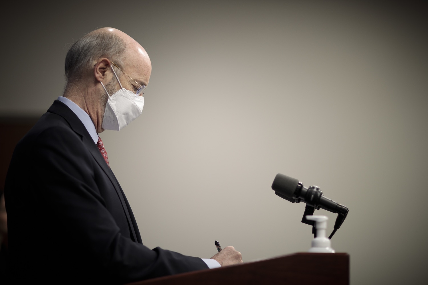 "<a href=""https://filesource.wostreaming.net/commonwealthofpa/photo/18535_gov_nellie_bly_dz_09.jpg"" target=""_blank"">⇣ Download Photo<br></a>Pennsylvania Governor Tom Wolf taking notes as a journalist asks a question at the press conference.  Governor Tom Wolf wants to bet on 44,000 students to help them earn a college degree while graduating with less debt and building successful lives in Pennsylvania. Today, the governor held a press conference to discuss how his historic Nellie Bly Scholarship Program would provide need-based financial assistance for students at 14 universities in the states system. Harrisburg, PA  February 17, 2021"