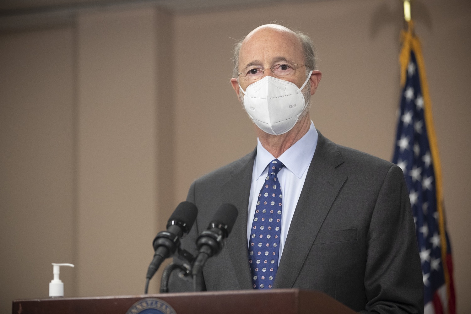 """<a href=""""https://filesource.wostreaming.net/commonwealthofpa/photo/18646_gov_vaccines_dz_006.jpg"""" target=""""_blank"""">⇣Download Photo<br></a>Pennsylvania Governor Tom Wolf speaking with the press.  After vaccinating more than 112,500 teachers and school staff in only about three weeks, Governor Tom Wolf visited Luzerne County today to announce the special vaccination initiative is a success and was completed ahead of schedule. The accomplishment is an important step to help more students and teachers safely return to classrooms across the state.  Kingston, PA - April 2, 2021"""
