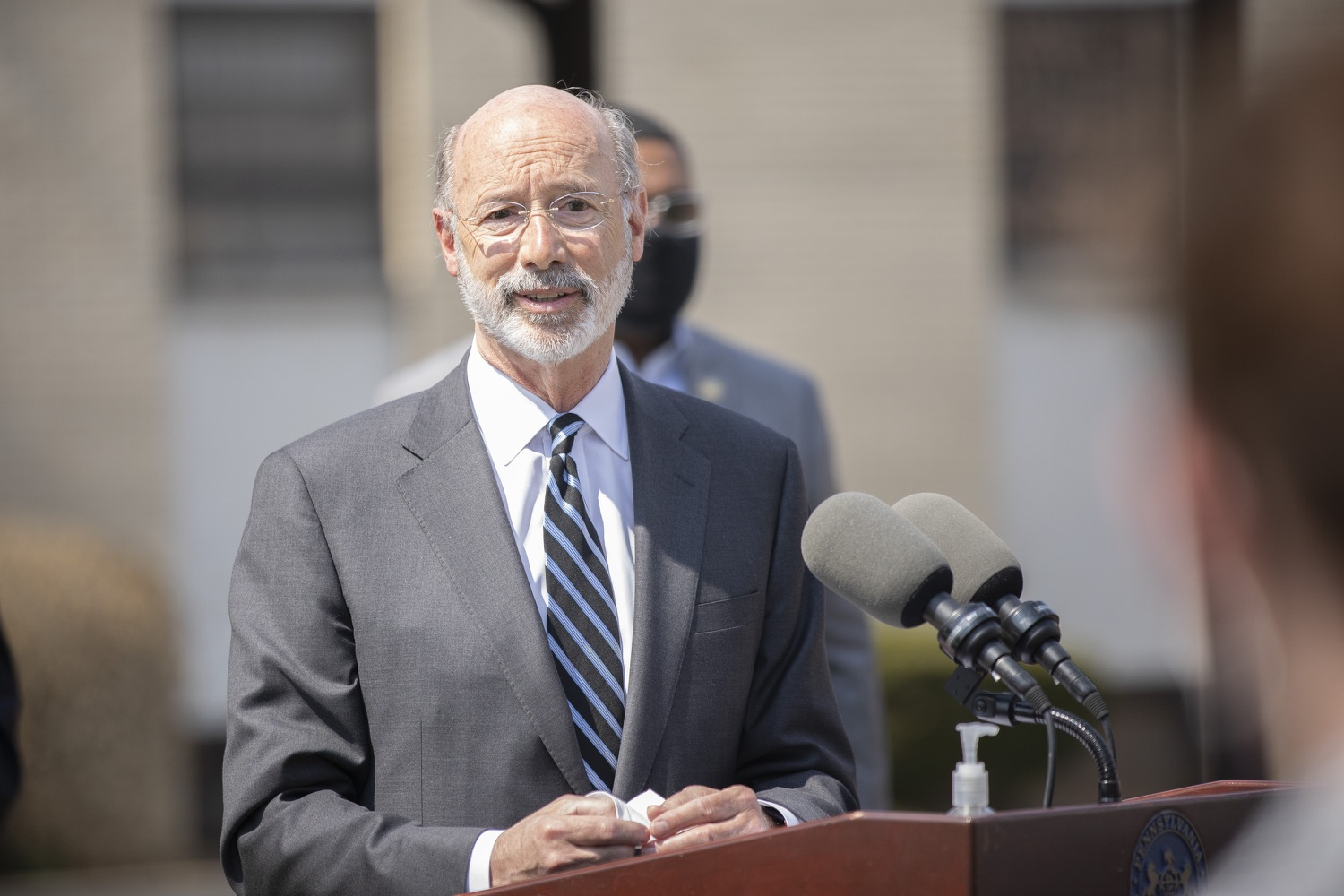 "<a href=""https://filesource.wostreaming.net/commonwealthofpa/photo/18666_gov_vaccines_dz_004.jpg"" target=""_blank"">⇣ Download Photo<br></a>Pennsylvania Governor Tom Wolf speaking to the press.  As Pennsylvanias vaccination plan accelerates and more than a third of the states eligible population is vaccinated, Governor Tom Wolf today visited a new vaccination clinic in McKeesport to talk about vaccine equity and progress.  McKeesport, PA  April 7, 2021"