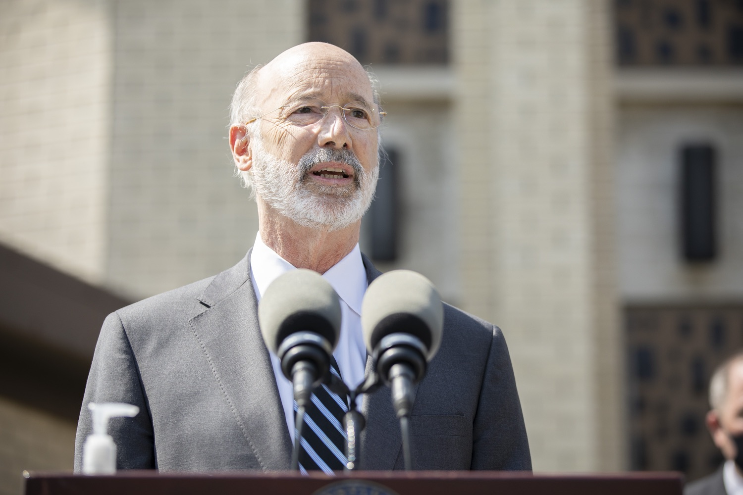 """<a href=""""https://filesource.wostreaming.net/commonwealthofpa/photo/18666_gov_vaccines_dz_016.jpg"""" target=""""_blank"""">⇣Download Photo<br></a>Pennsylvania Governor Tom Wolf speaking to the press.  As Pennsylvanias vaccination plan accelerates and more than a third of the states eligible population is vaccinated, Governor Tom Wolf today visited a new vaccination clinic in McKeesport to talk about vaccine equity and progress.  McKeesport, PA  April 7, 2021"""