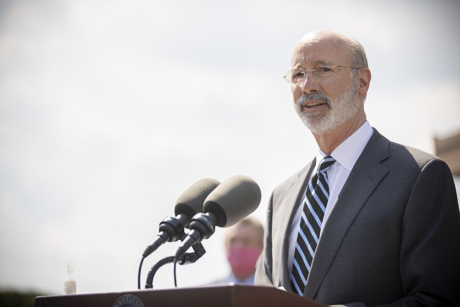 "<a href=""https://filesource.wostreaming.net/commonwealthofpa/photo/18666_gov_vaccines_dz_019.jpg"" target=""_blank"">⇣ Download Photo<br></a>Pennsylvania Governor Tom Wolf speaking to the press.  As Pennsylvanias vaccination plan accelerates and more than a third of the states eligible population is vaccinated, Governor Tom Wolf today visited a new vaccination clinic in McKeesport to talk about vaccine equity and progress.  McKeesport, PA  April 7, 2021"