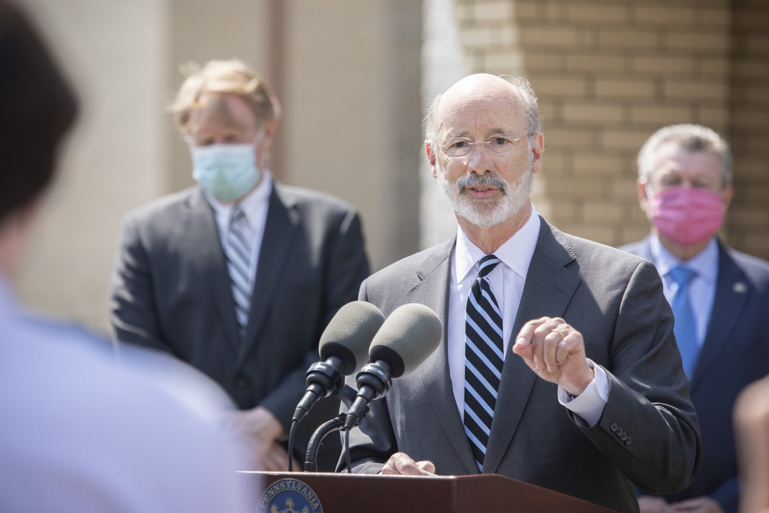 "<a href=""https://filesource.wostreaming.net/commonwealthofpa/photo/18666_gov_vaccines_dz_021.jpg"" target=""_blank"">⇣ Download Photo<br></a>Pennsylvania Governor Tom Wolf speaking to the press.  As Pennsylvanias vaccination plan accelerates and more than a third of the states eligible population is vaccinated, Governor Tom Wolf today visited a new vaccination clinic in McKeesport to talk about vaccine equity and progress.  McKeesport, PA  April 7, 2021"