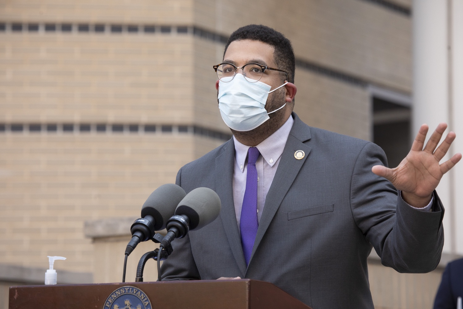 """<a href=""""https://filesource.wostreaming.net/commonwealthofpa/photo/18688_gov_vaccines_dz_003.jpg"""" target=""""_blank"""">⇣Download Photo<br></a>Representative Manuel Guzman speaking with the press.  As Pennsylvania continues its accelerated COVID-19 vaccination plan, Pennsylvanians who are not able to leave their homes must be reached, and various state agencies and community groups are helping. Governor Tom Wolf visited Reading to talk about how the state and its partners are using various means to reach people not able to leave home to be vaccinated against COVID-19.  APRIL 26, 2021 - READING, PA"""