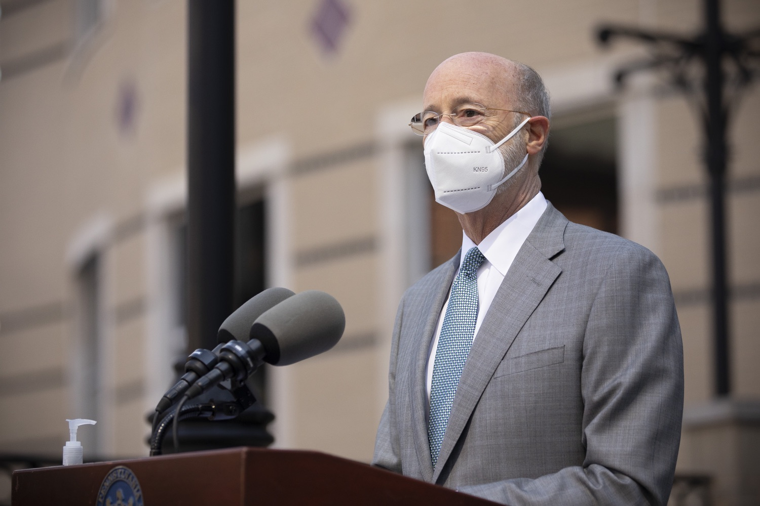 """<a href=""""https://filesource.wostreaming.net/commonwealthofpa/photo/18688_gov_vaccines_dz_010.jpg"""" target=""""_blank"""">⇣Download Photo<br></a>Pennsylvania Governor Tom Wolf speaking with the press.  As Pennsylvania continues its accelerated COVID-19 vaccination plan, Pennsylvanians who are not able to leave their homes must be reached, and various state agencies and community groups are helping. Governor Tom Wolf visited Reading to talk about how the state and its partners are using various means to reach people not able to leave home to be vaccinated against COVID-19.  APRIL 26, 2021 - READING, PA"""