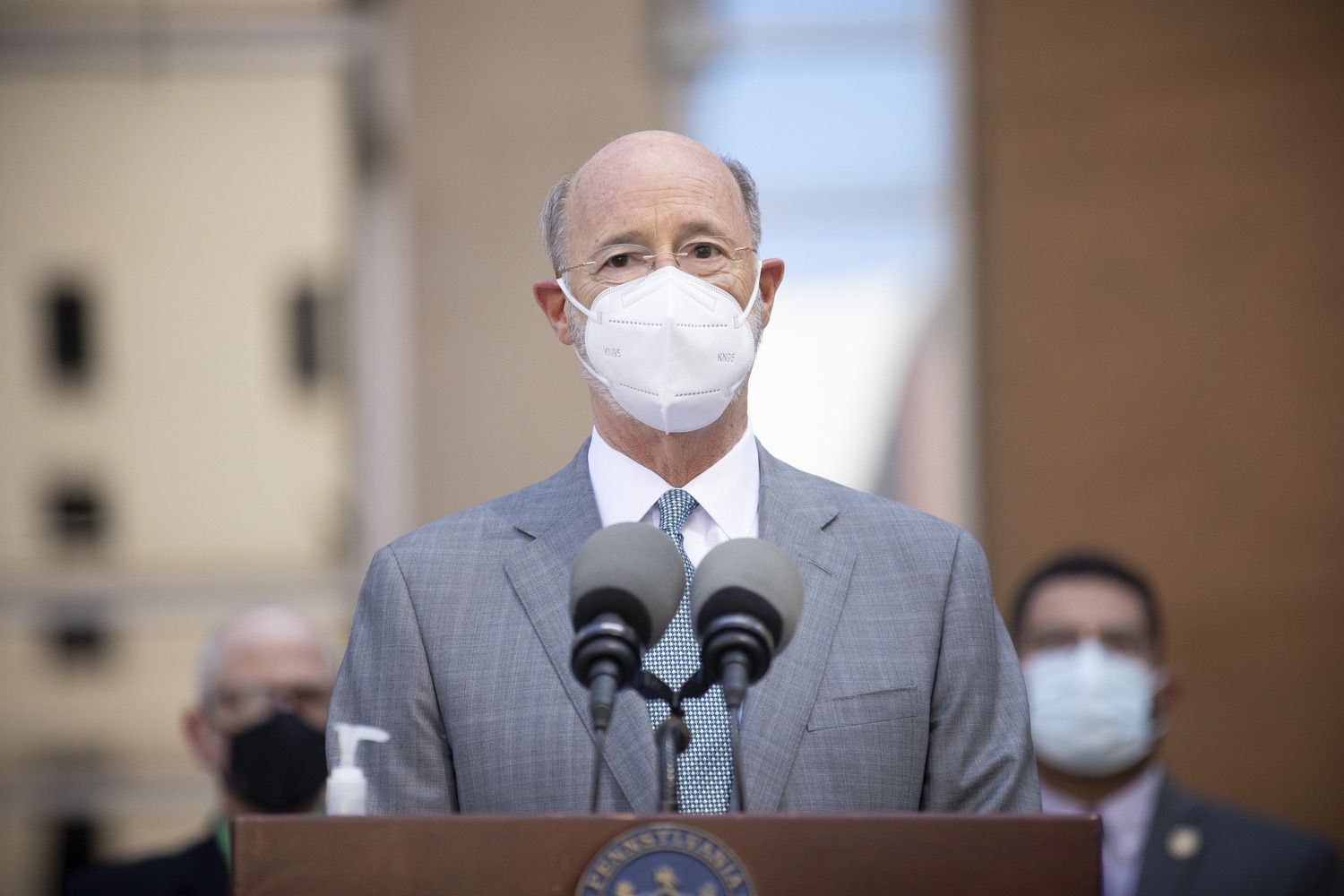 """<a href=""""https://filesource.wostreaming.net/commonwealthofpa/photo/18688_gov_vaccines_dz_015.jpg"""" target=""""_blank"""">⇣Download Photo<br></a>Pennsylvania Governor Tom Wolf speaking with the press.  As Pennsylvania continues its accelerated COVID-19 vaccination plan, Pennsylvanians who are not able to leave their homes must be reached, and various state agencies and community groups are helping. Governor Tom Wolf visited Reading to talk about how the state and its partners are using various means to reach people not able to leave home to be vaccinated against COVID-19.  APRIL 26, 2021 - READING, PA"""